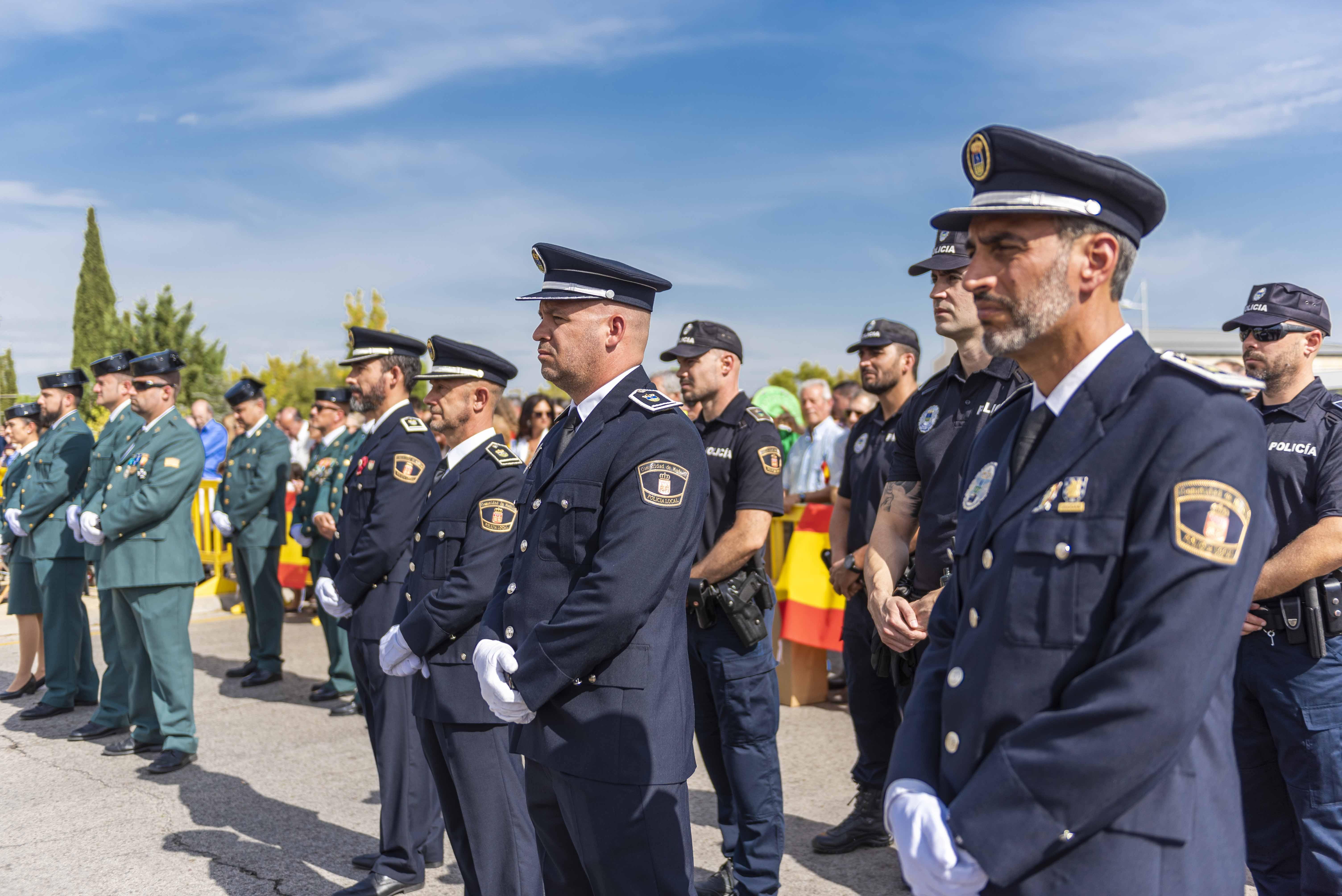 Miembros de Policía Local en formación durante el acto