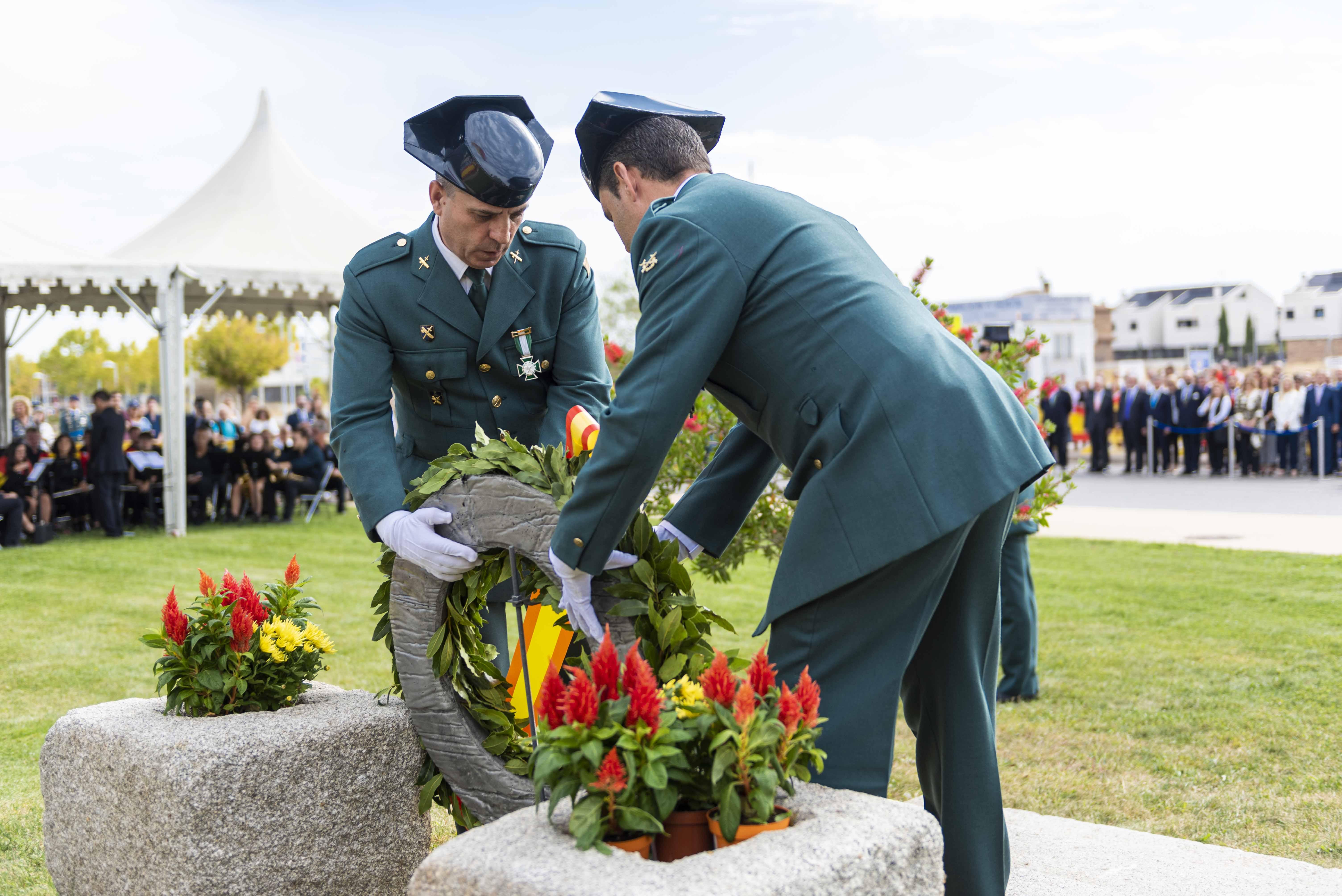 Ofrenda floral a los caídos por España