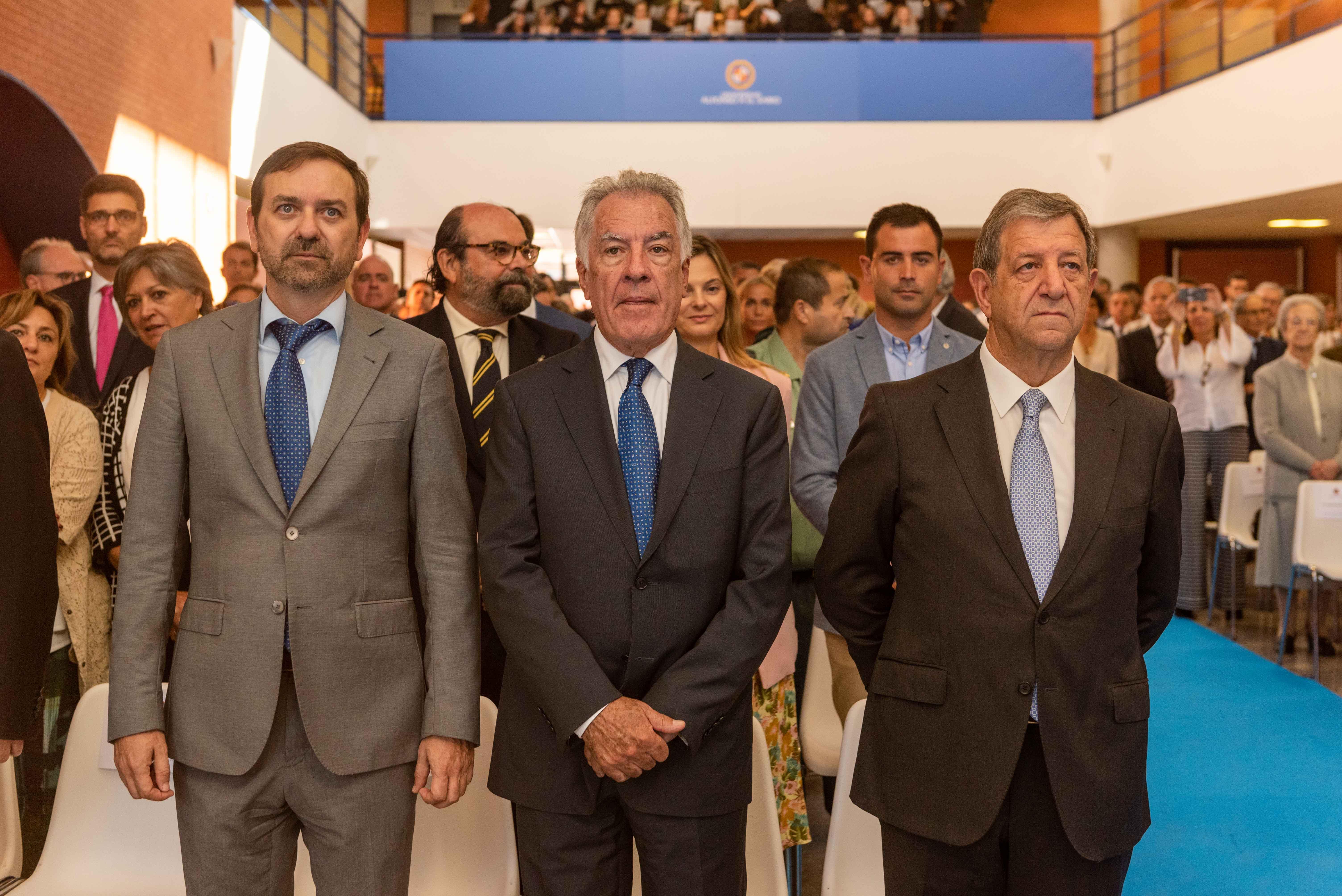 El alcalde, junto a otros concejales y autoridades