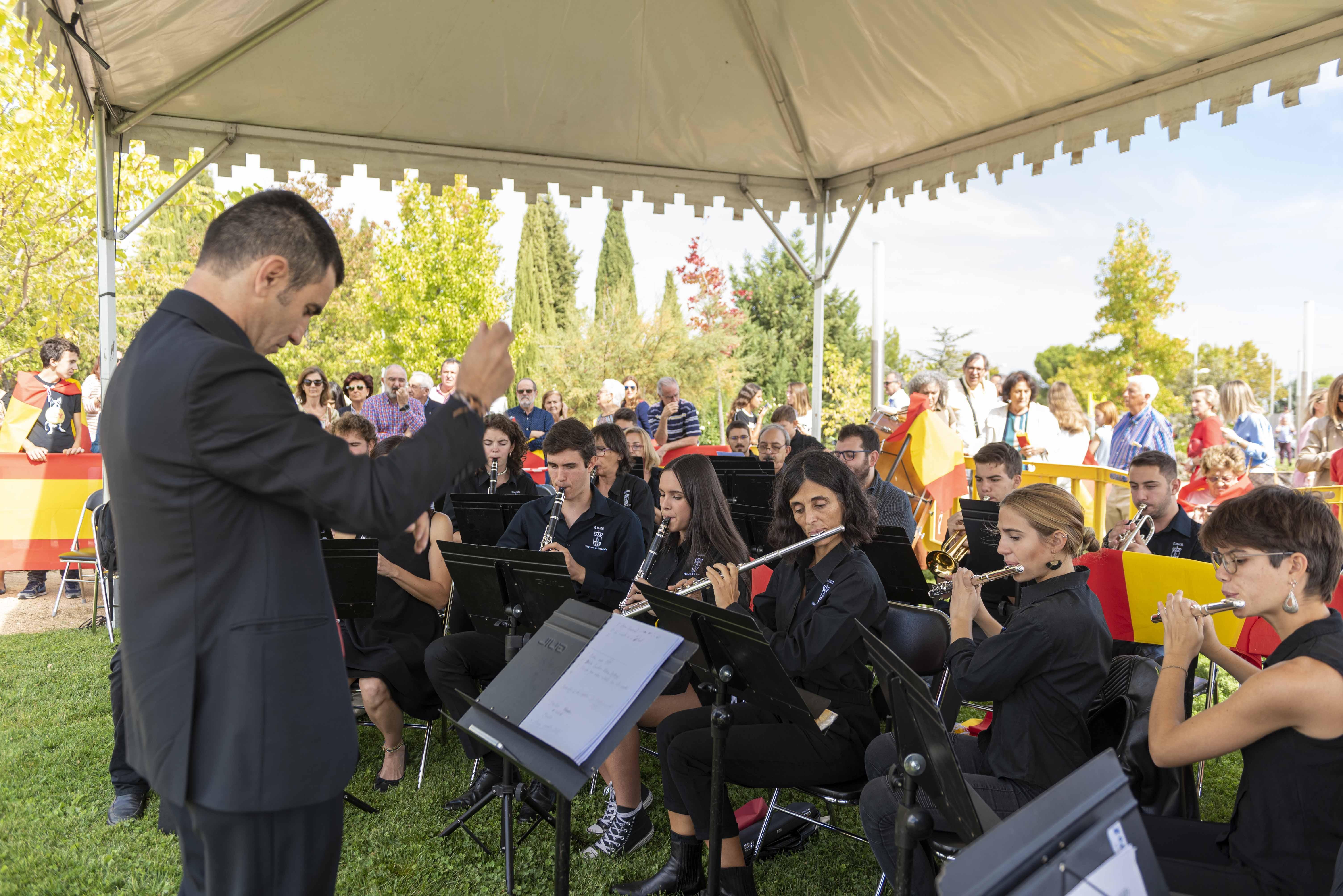 El acto fue amenizado por la Banda Municipal