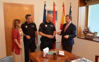 El alcalde, la concejala de Seguridad, el subinspector de Policía y el nuevo agente