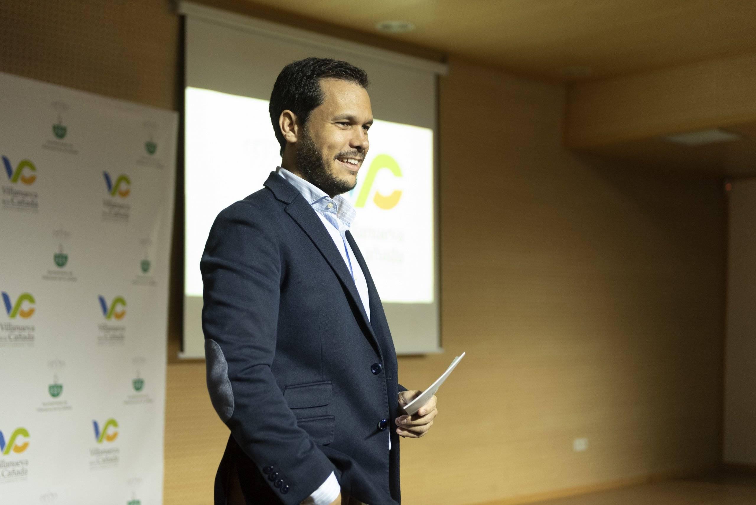 El concejal de Nuevas Tecnologías, José Luis López Serrano, presentando la nueva página web.