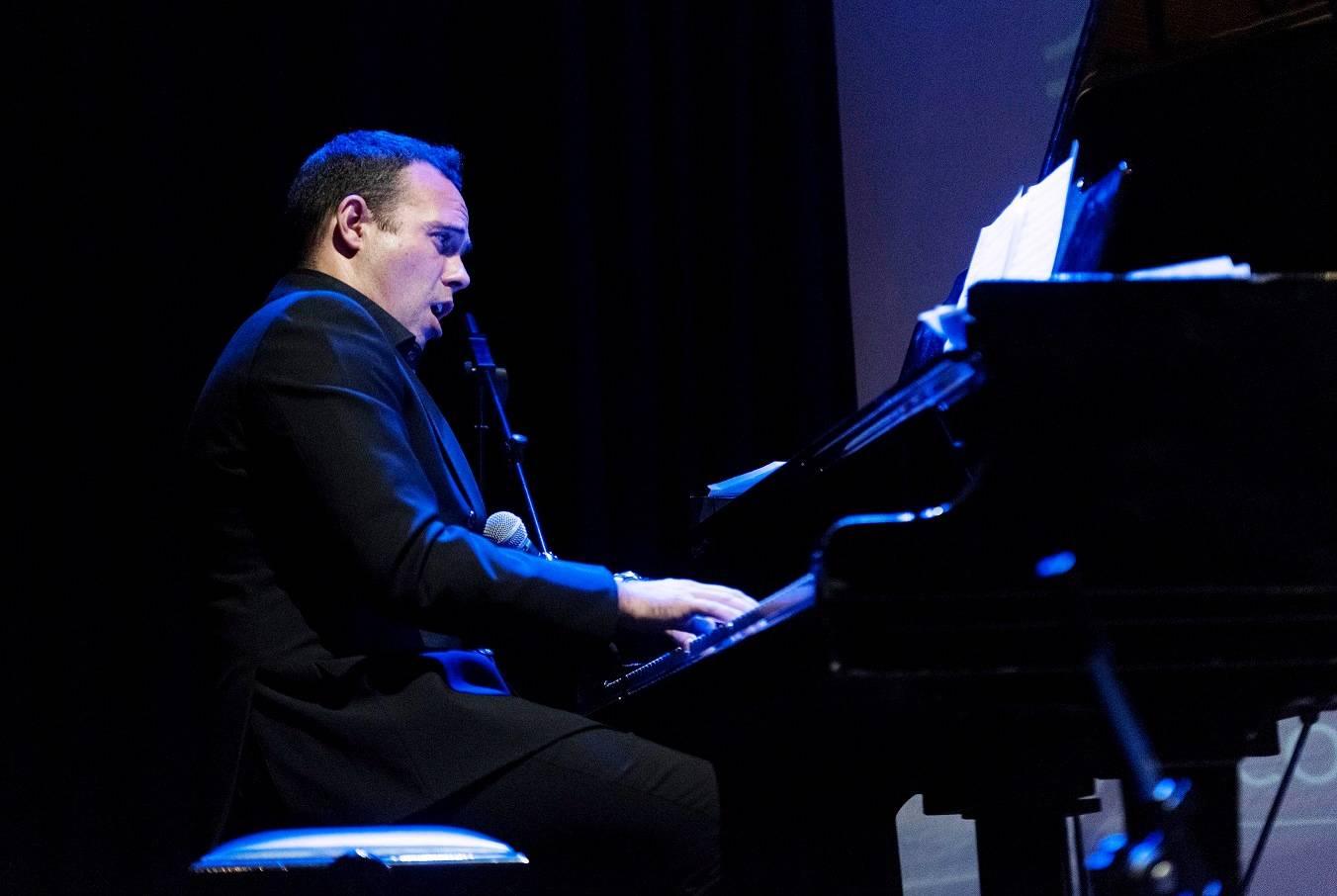 Julio Cendal al piano