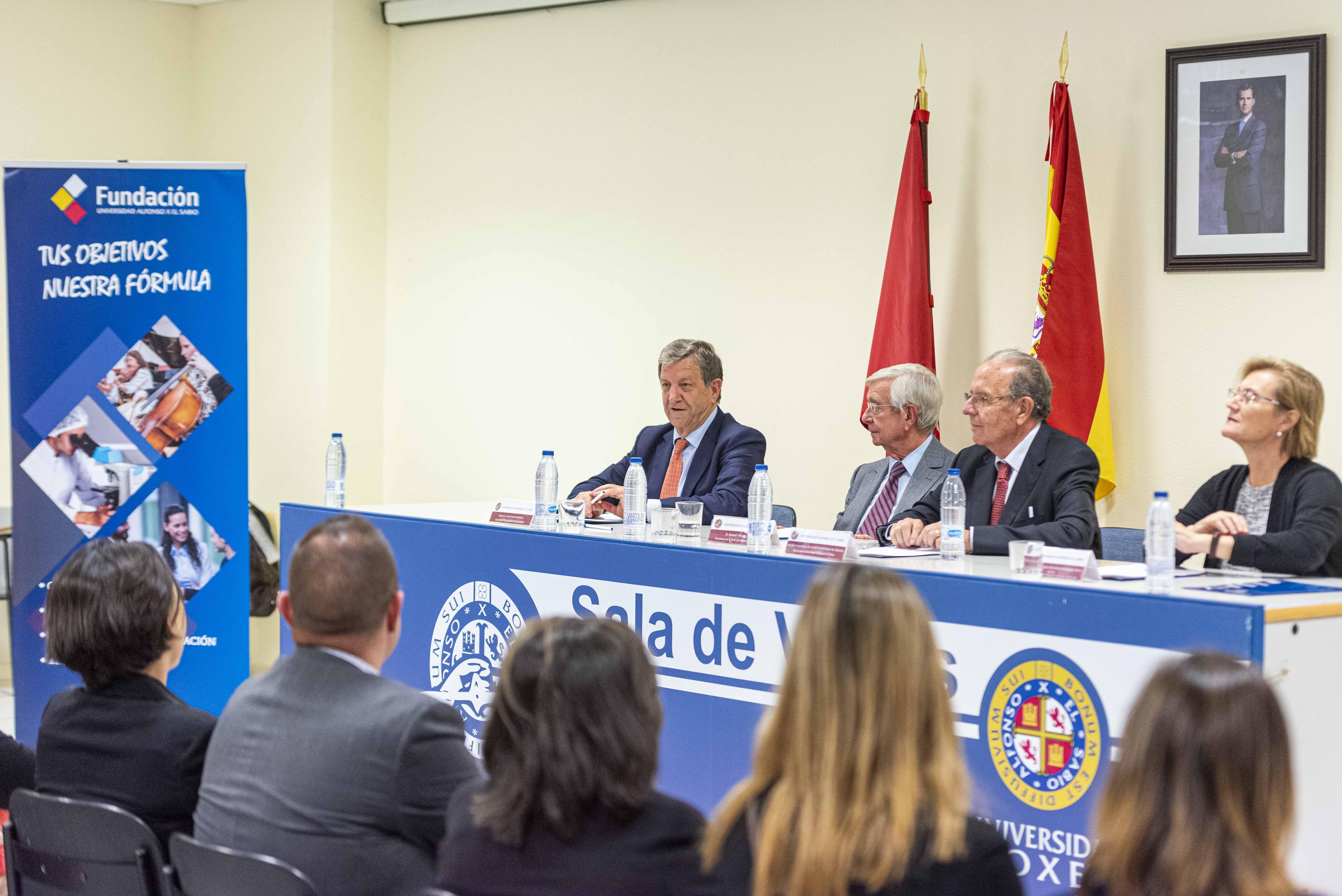 El alcalde, Luis Partida, junto al presidente de la RAG y responsables de la UAX.