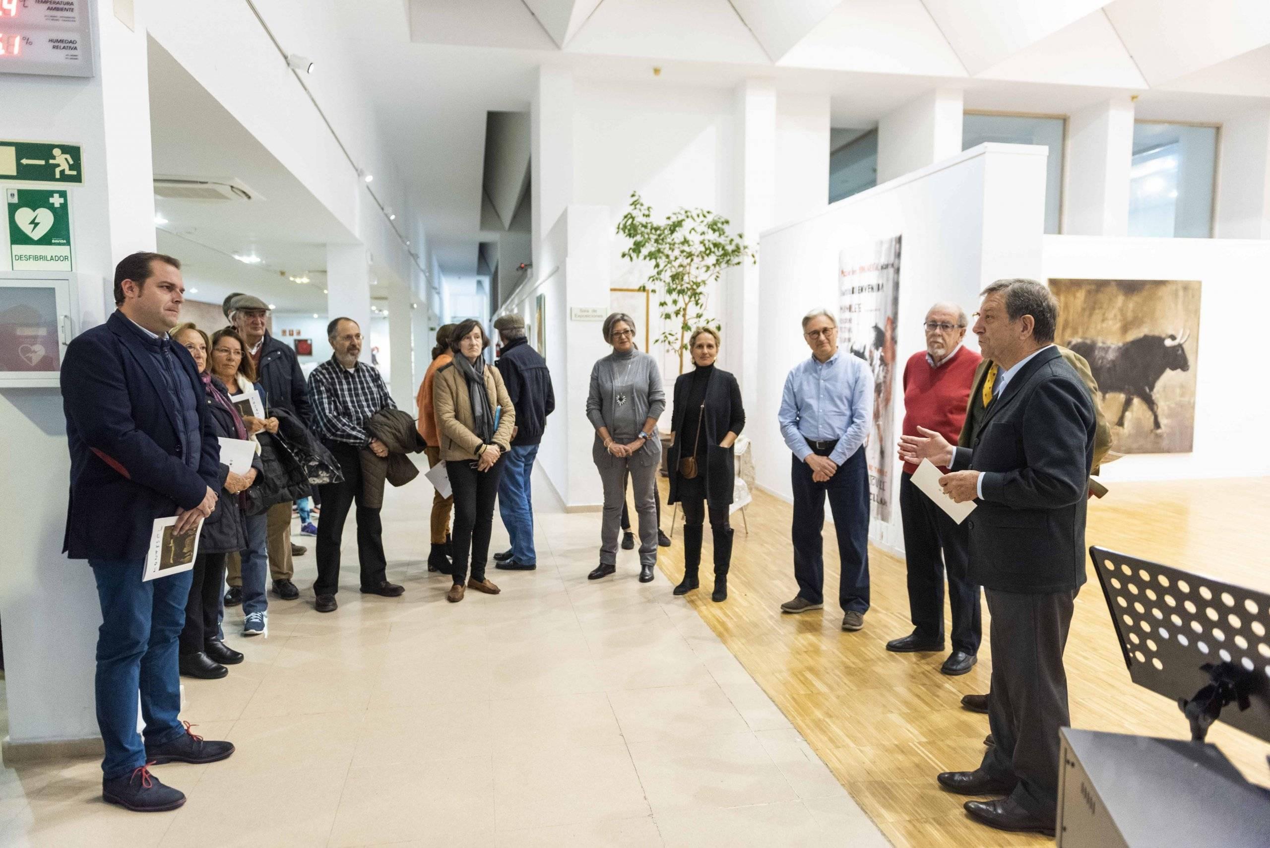 El alcalde, Luis Partida, inaugurando las exposiciones.