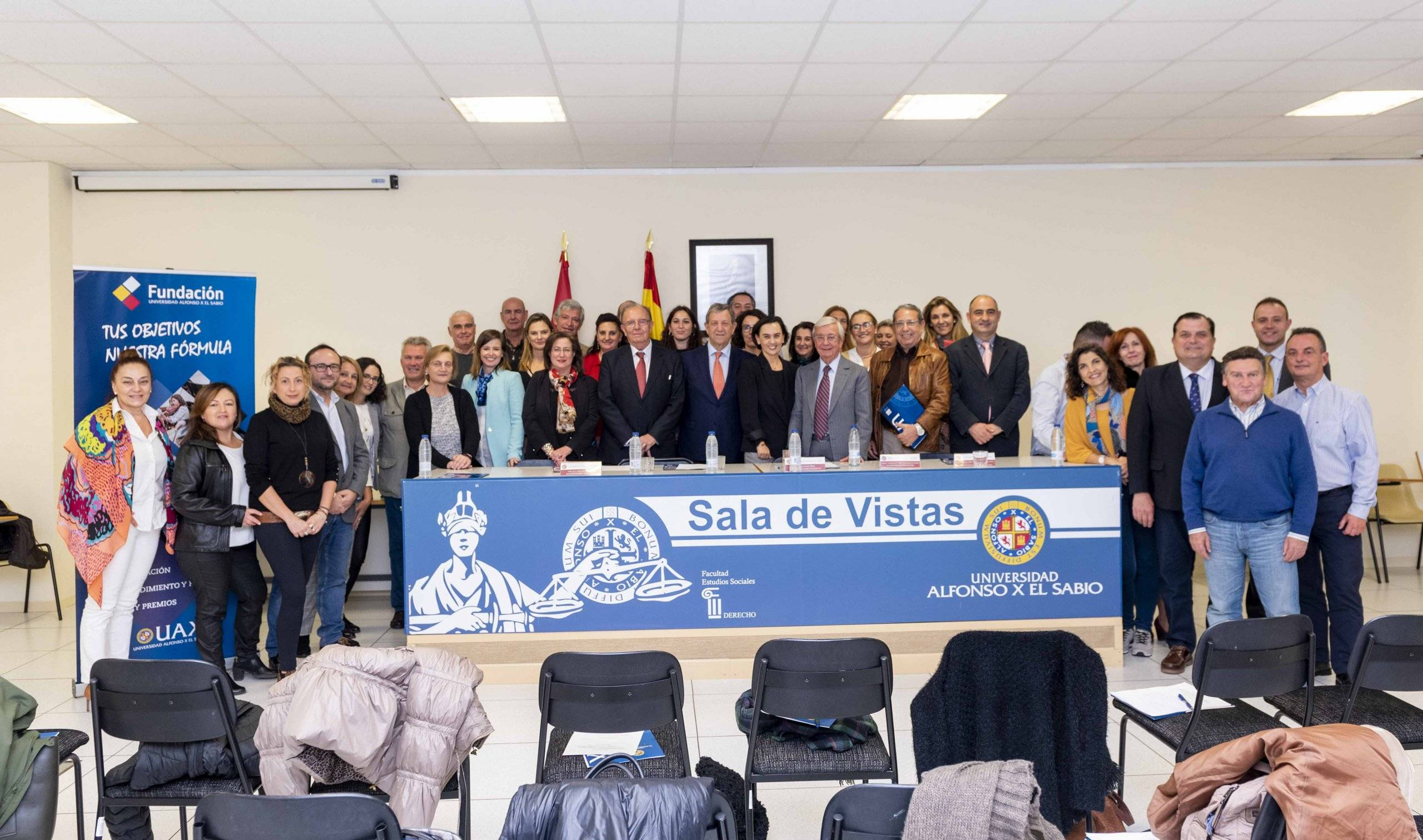 Autoridades locales y académicas, junto a profesores y alumnos.