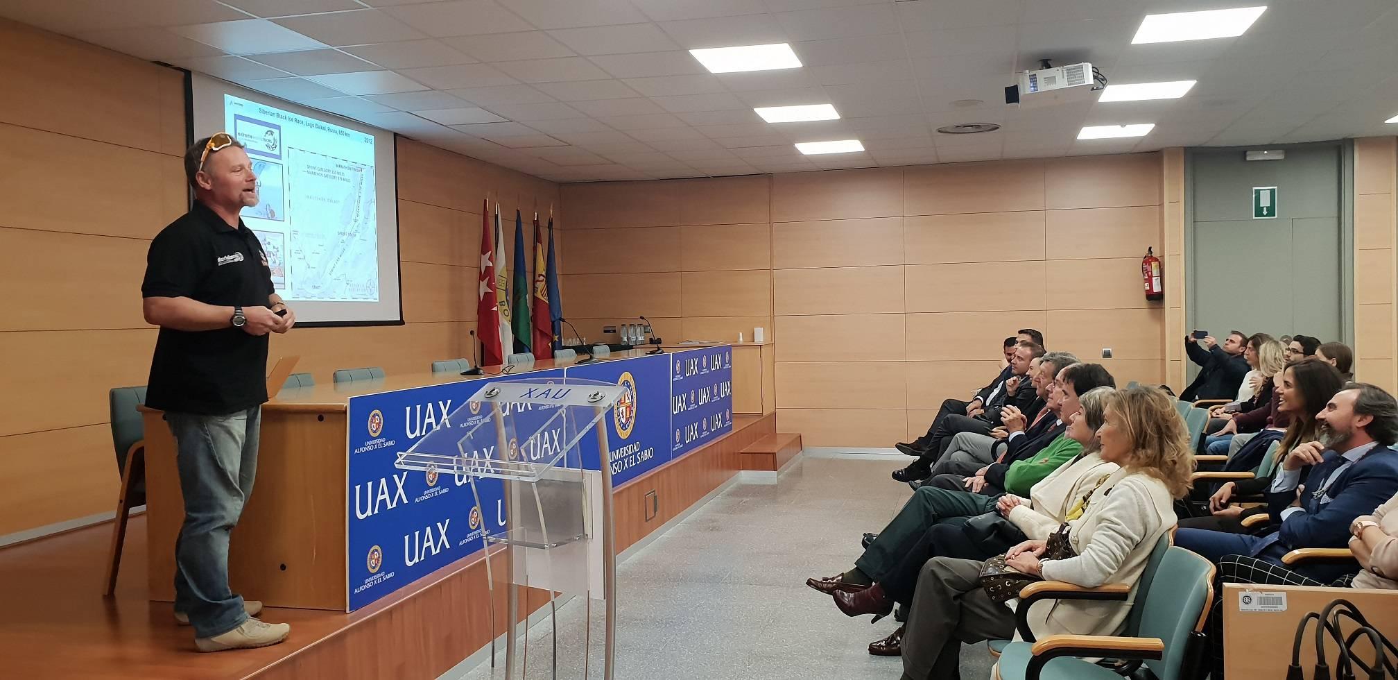Conferencia de Antonio de la Rosa en la UAX.