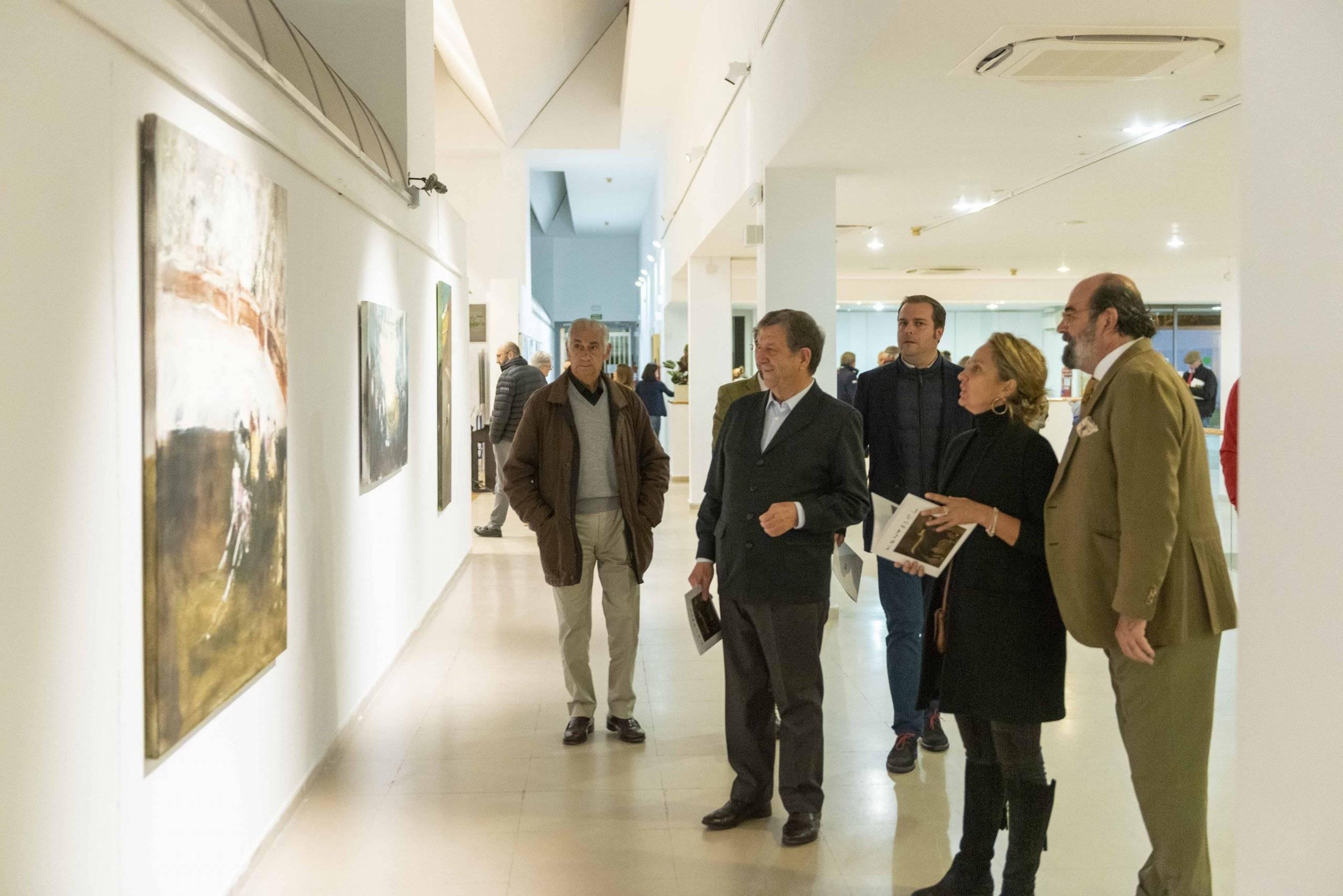 Autoridades visitando la exposición de Montesol.