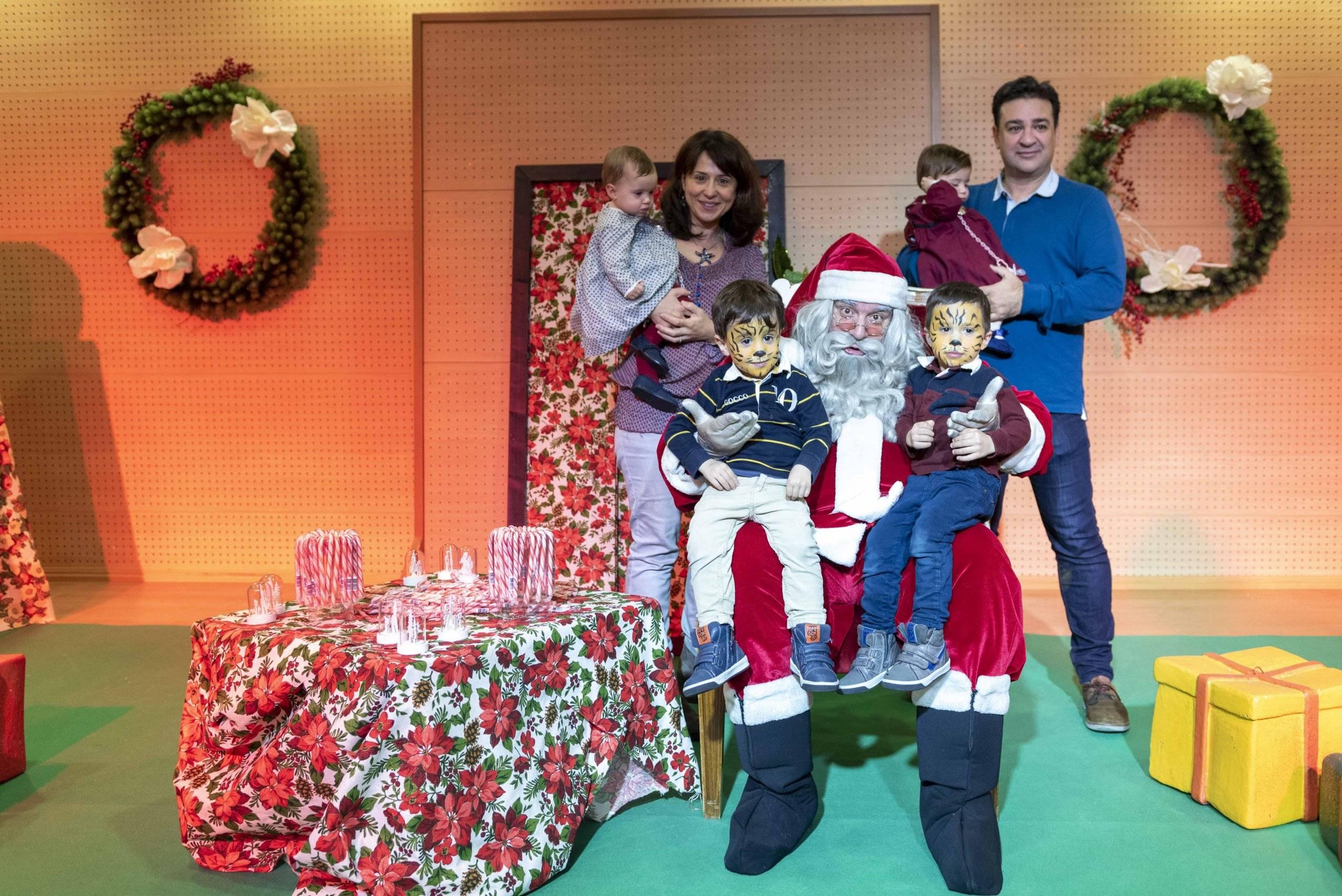 Participantes en la jornada junto a Papá Noel.