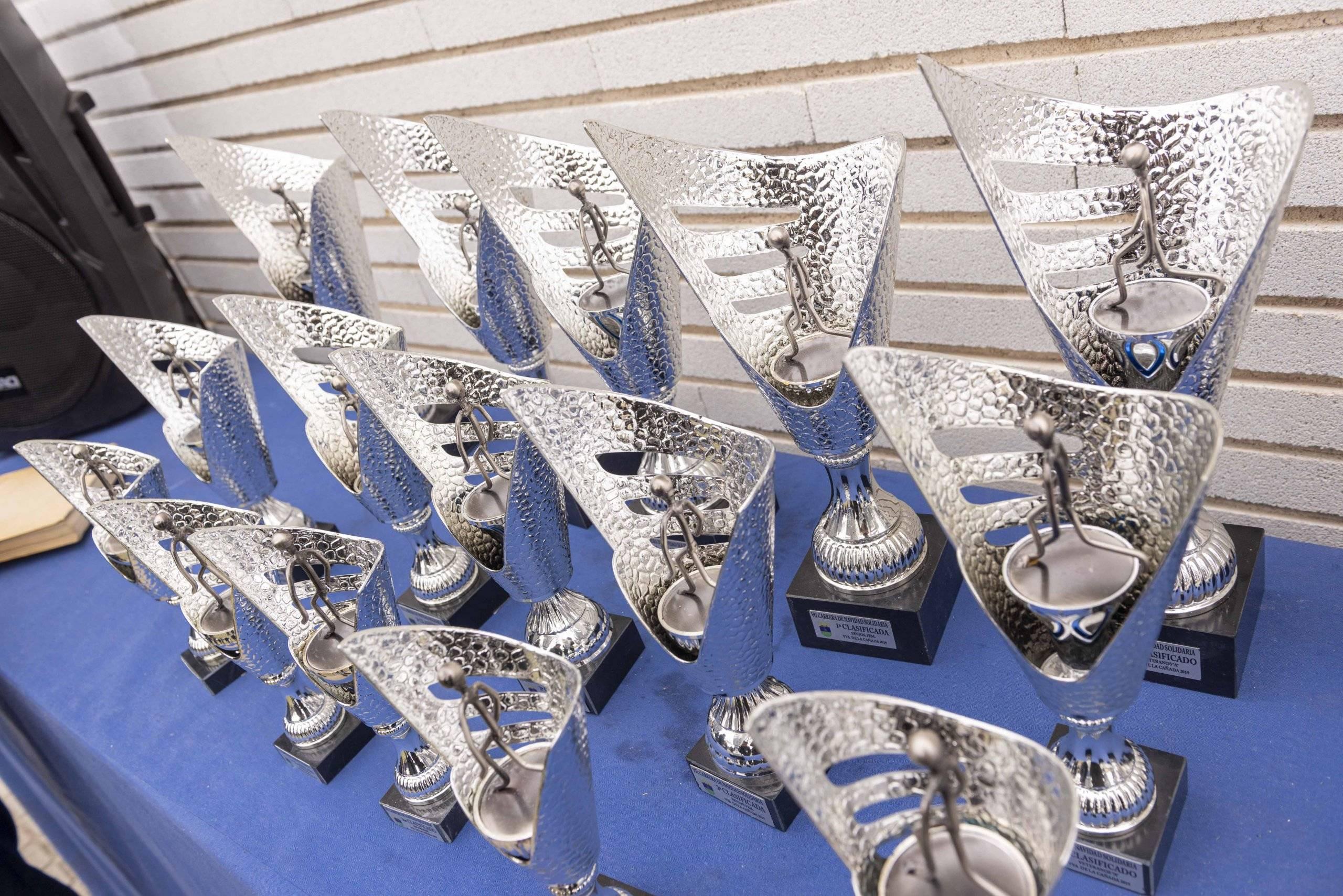 Trofeos de la VII Carrera de Navidad Solidaria