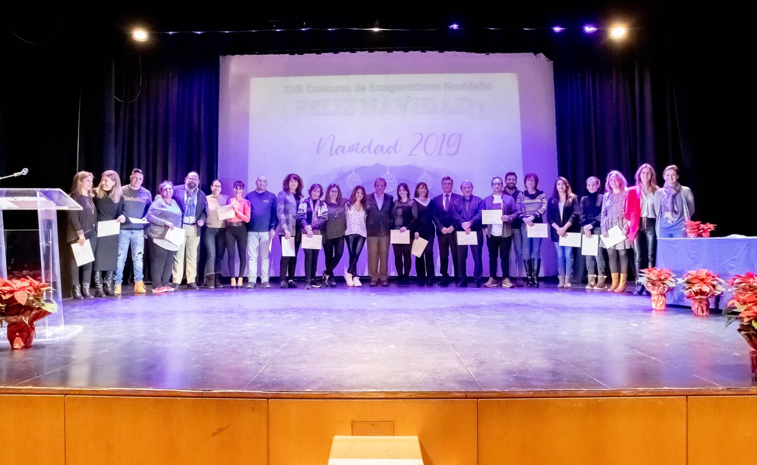 Foto de familia de la entrega de premios del XVII Concurso de Escaparatismo Navideño.