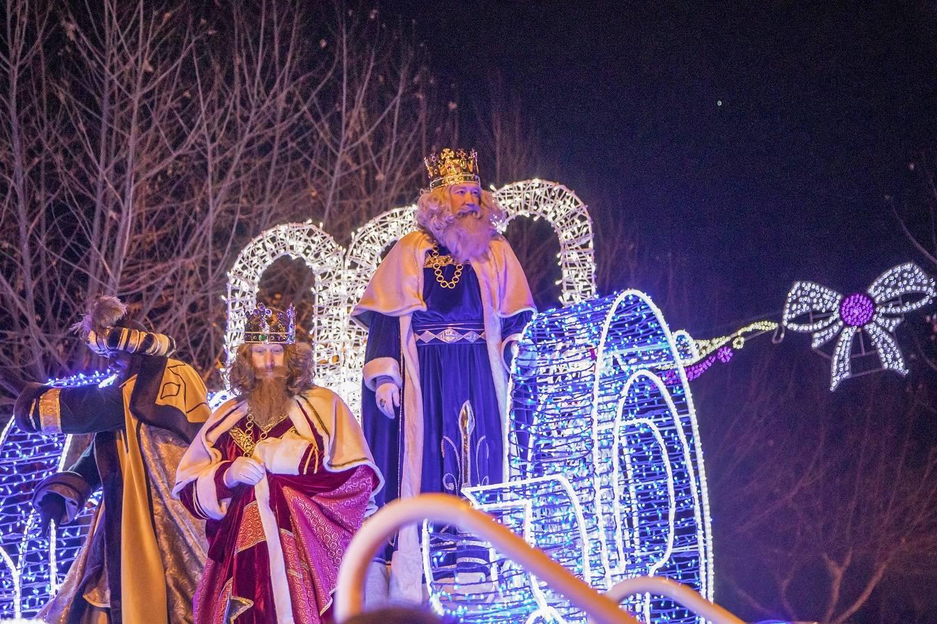 Sus Majestades de Oriente visitan Villanueva de la Cañada