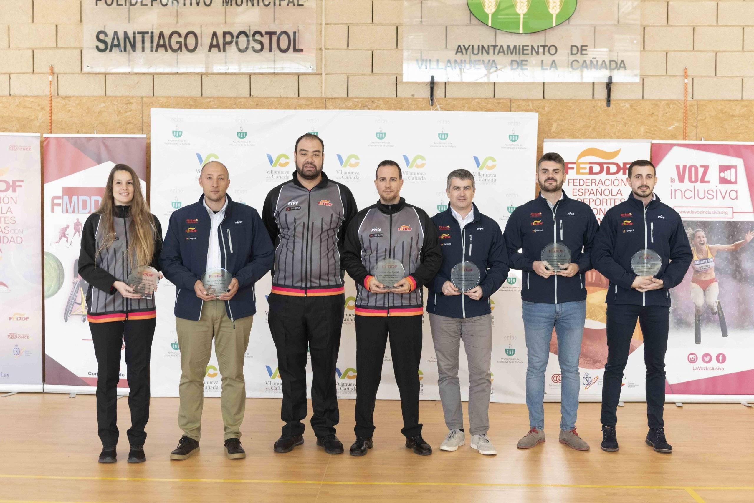 Foto de familia de los árbitros colaboradores en el campeonato.