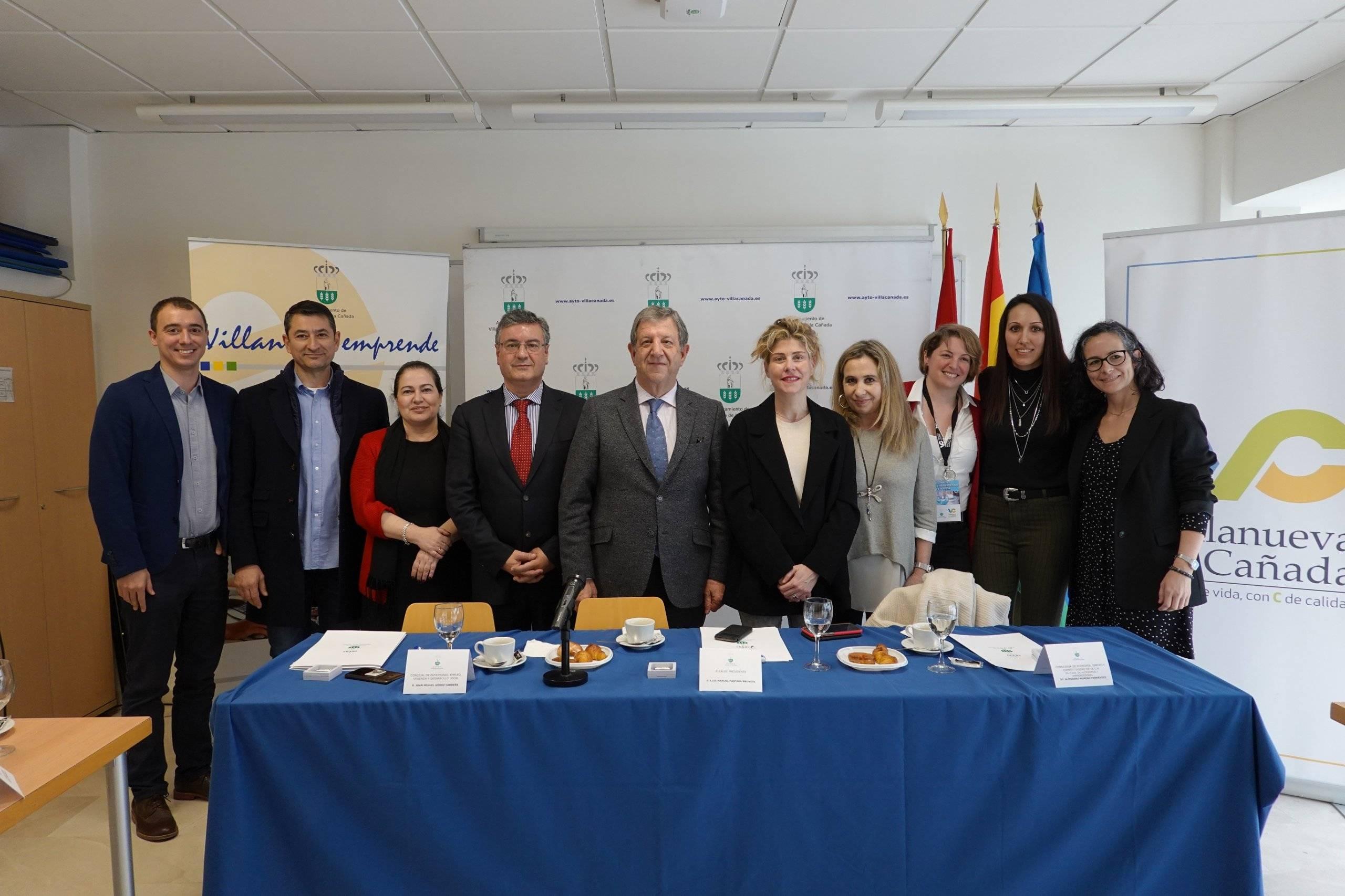 Autoridades junto a miembros del equipo docente de las XV Jornadas del Emprendedor y la Empresa.