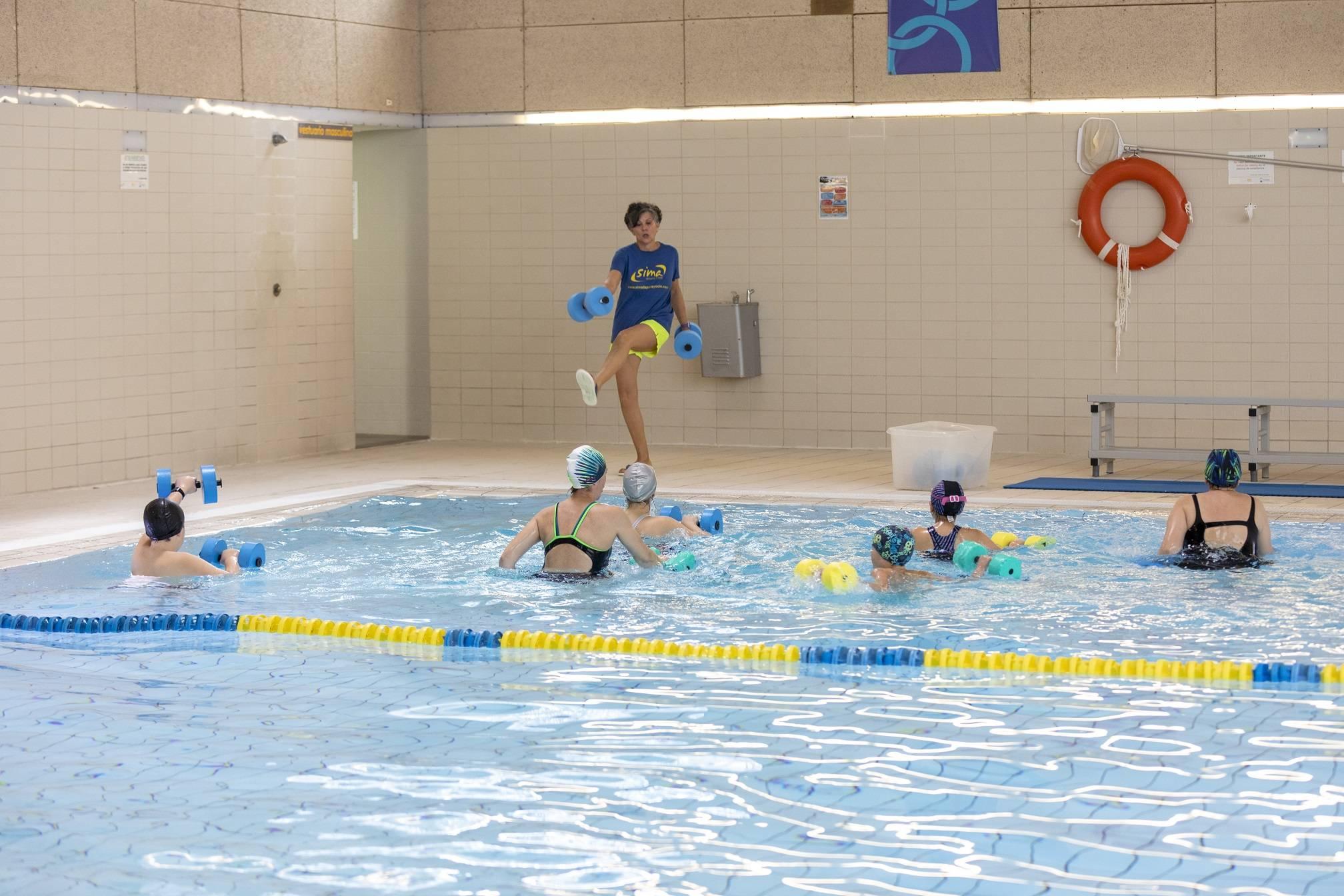 Imagen de la actividad de aquafitness celebrada en la Piscina Municipal.