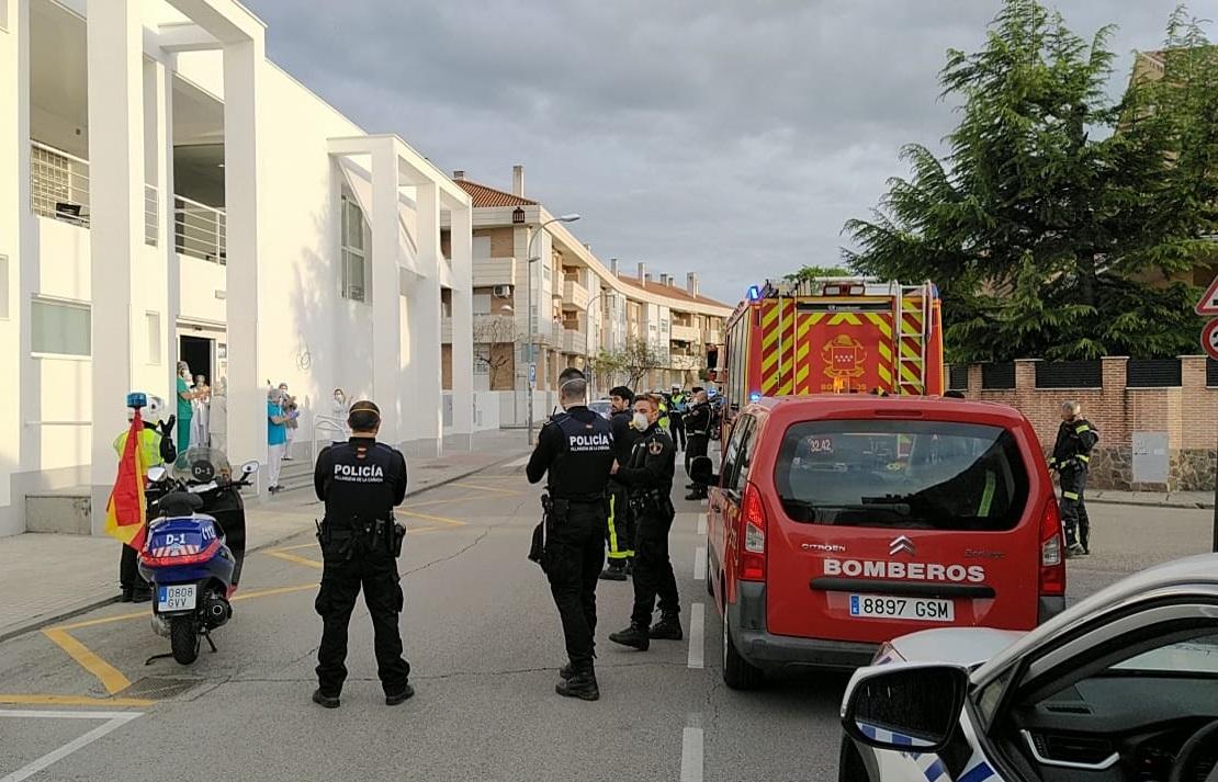 La Policía Local y el Servicio Municipal de Emergencias Sanitarias durante el homenaje.