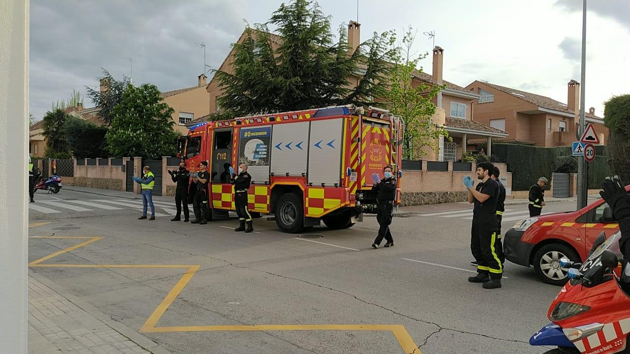 Al aplauso se ha sumado una representación del Cuerpo de Bomberos de la Comunidad de Madrid.