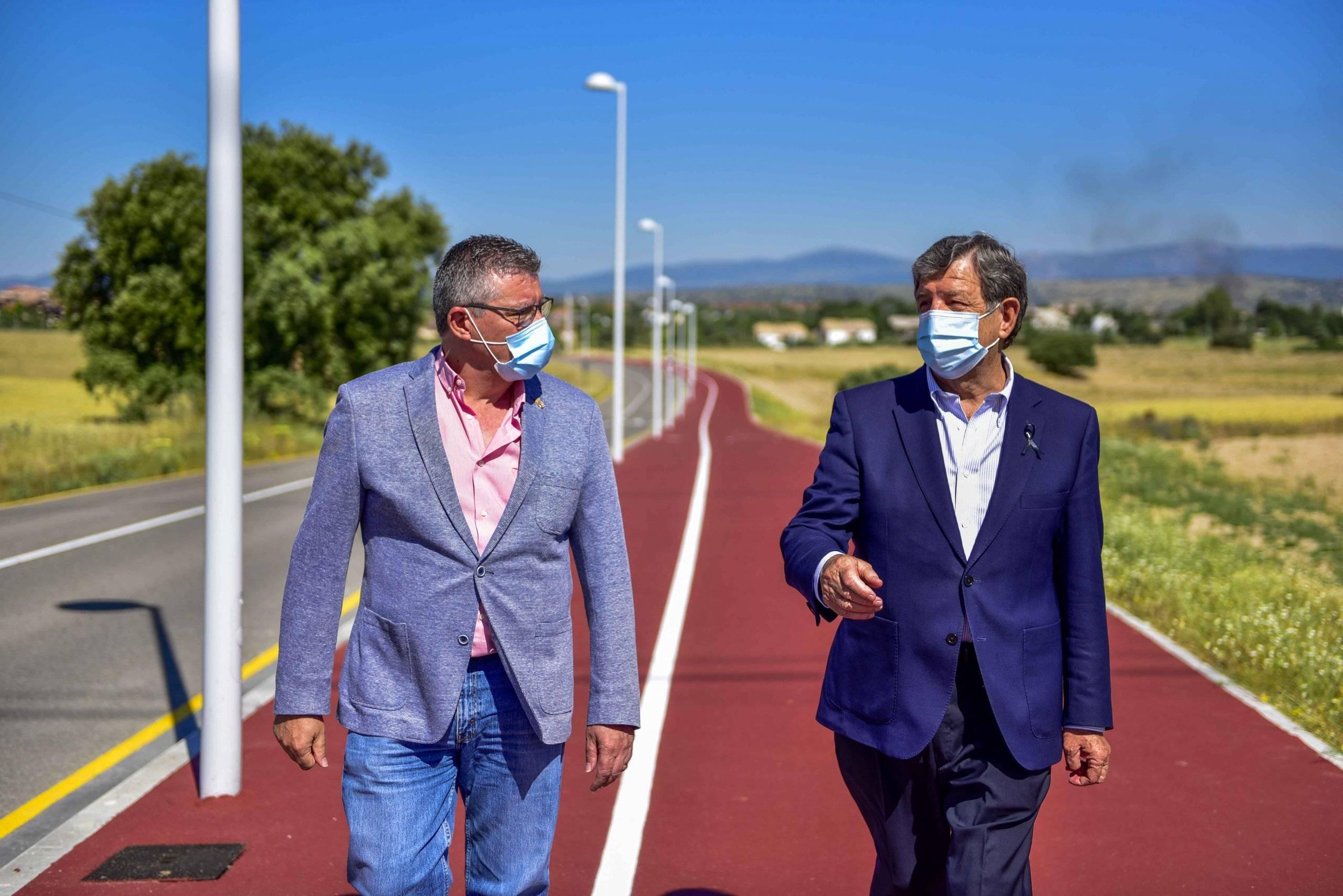 El alcalde, Luis Partida, junto al alcalde de Brunete, Juan Manuel Hoyo.