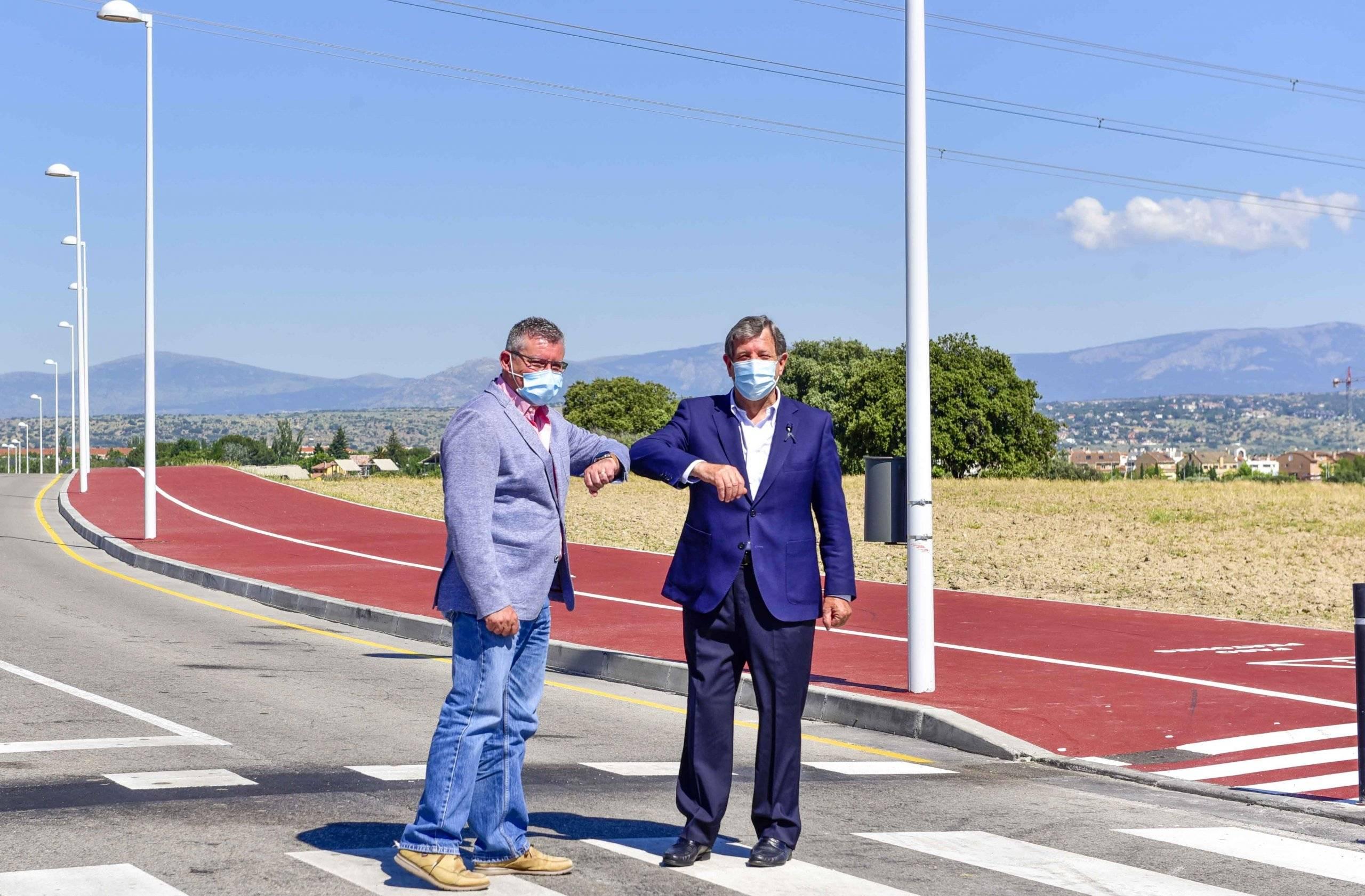 Los dos alcaldes en el momento del saludo.