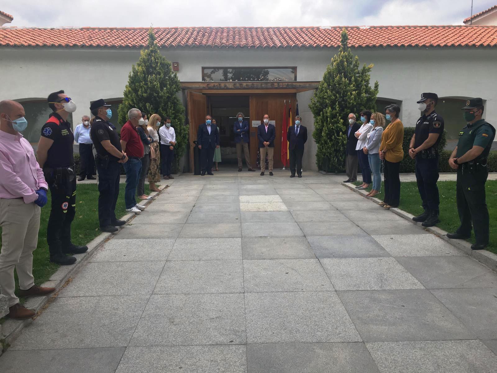 Minuto de silencio a la entrada de la Casa Consitorial.