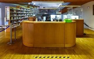 Entrada de la Biblioteca F. Lázaro Carreter.