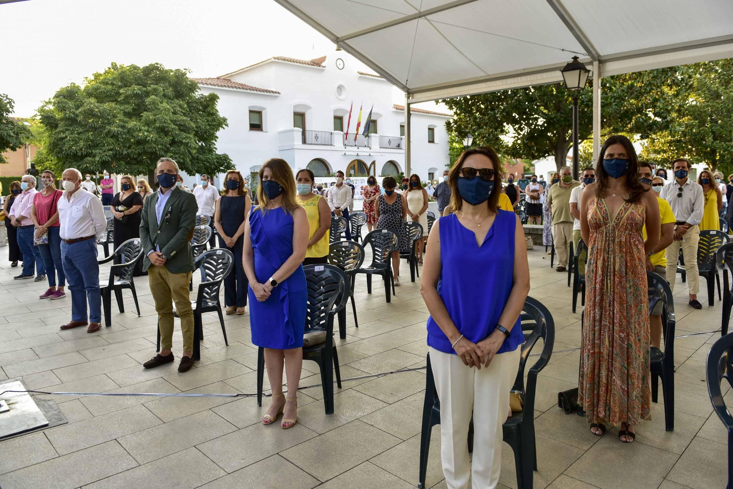 Imagen del minuto de silencio en homenaje y recuerdo de las víctimas del coronavirus.