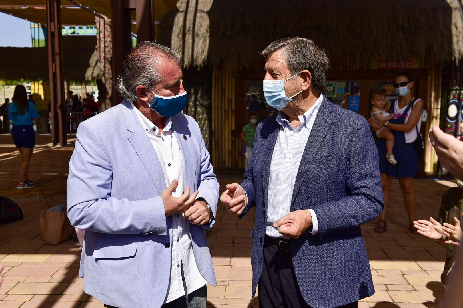 El alcalde, Luis Partida, y el consejero delegado de la AVT, Miguel Ángel Folguera.