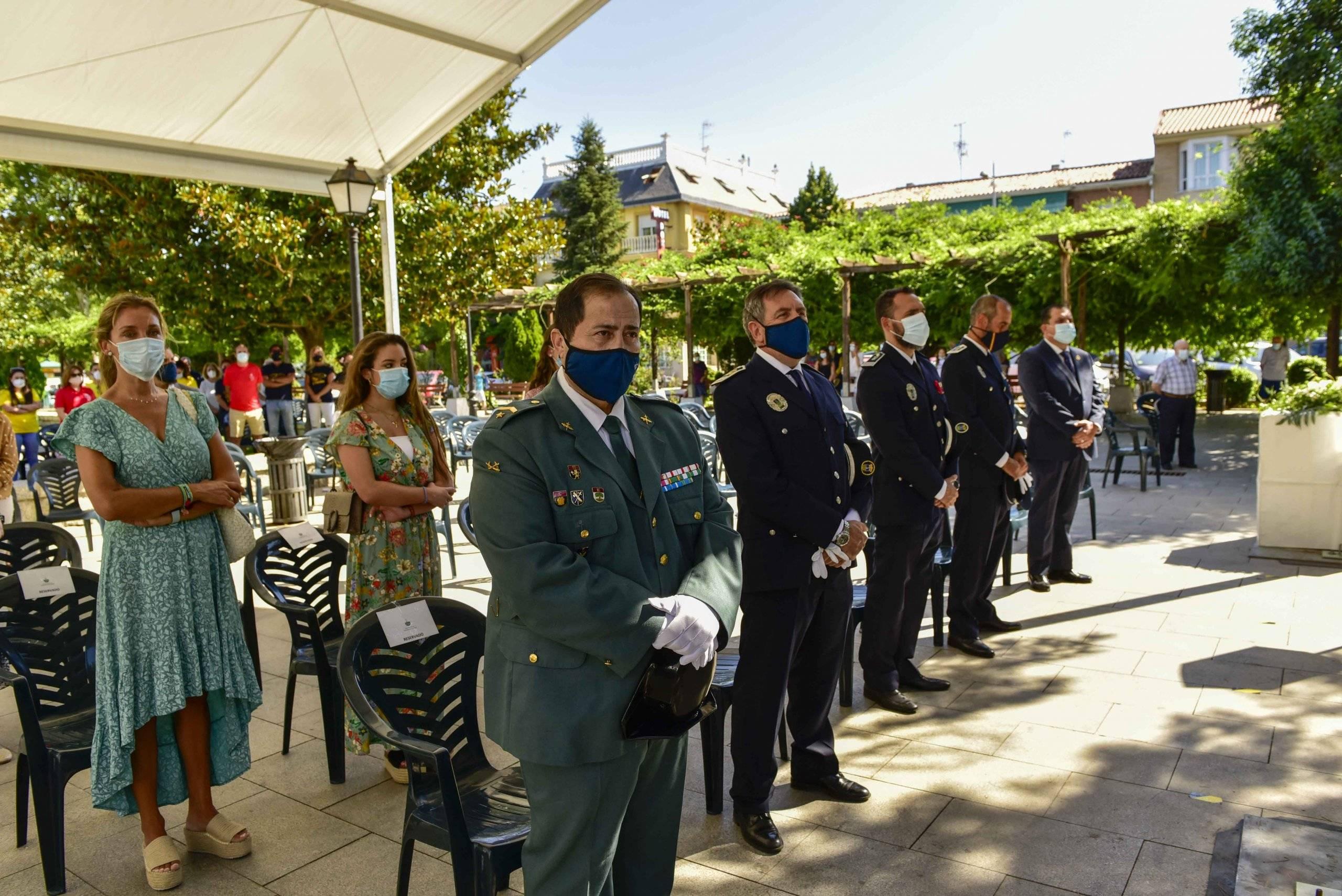 Miembros de la Policía Local y Guardia Civil entre los asistentes a la celebración.