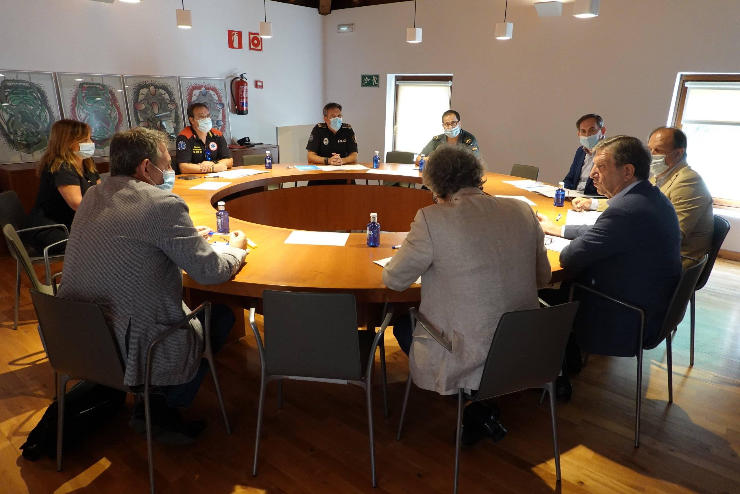 Los asistentes a la junta durante la reunión.