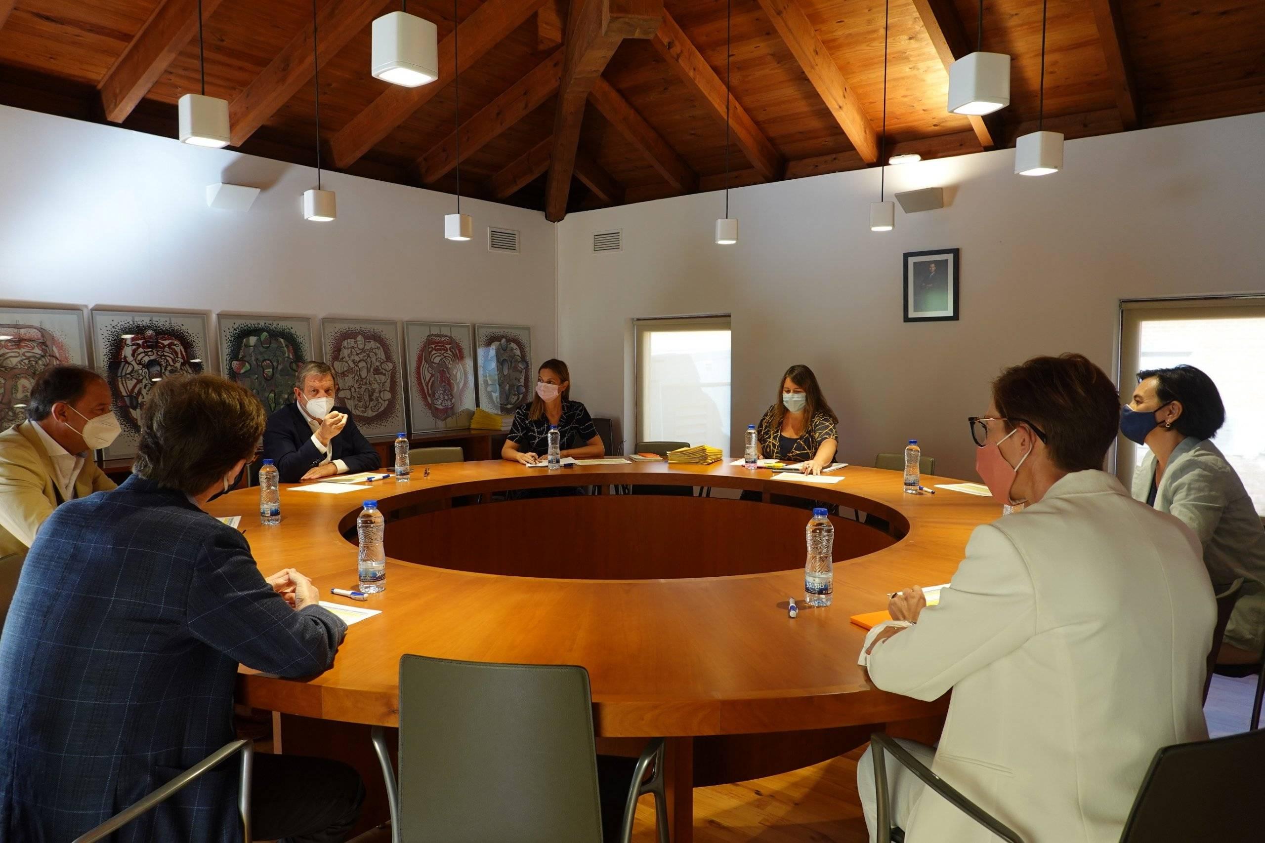 Imagen de la Comisión de Becas celebrada en la Casa Cosistorial.