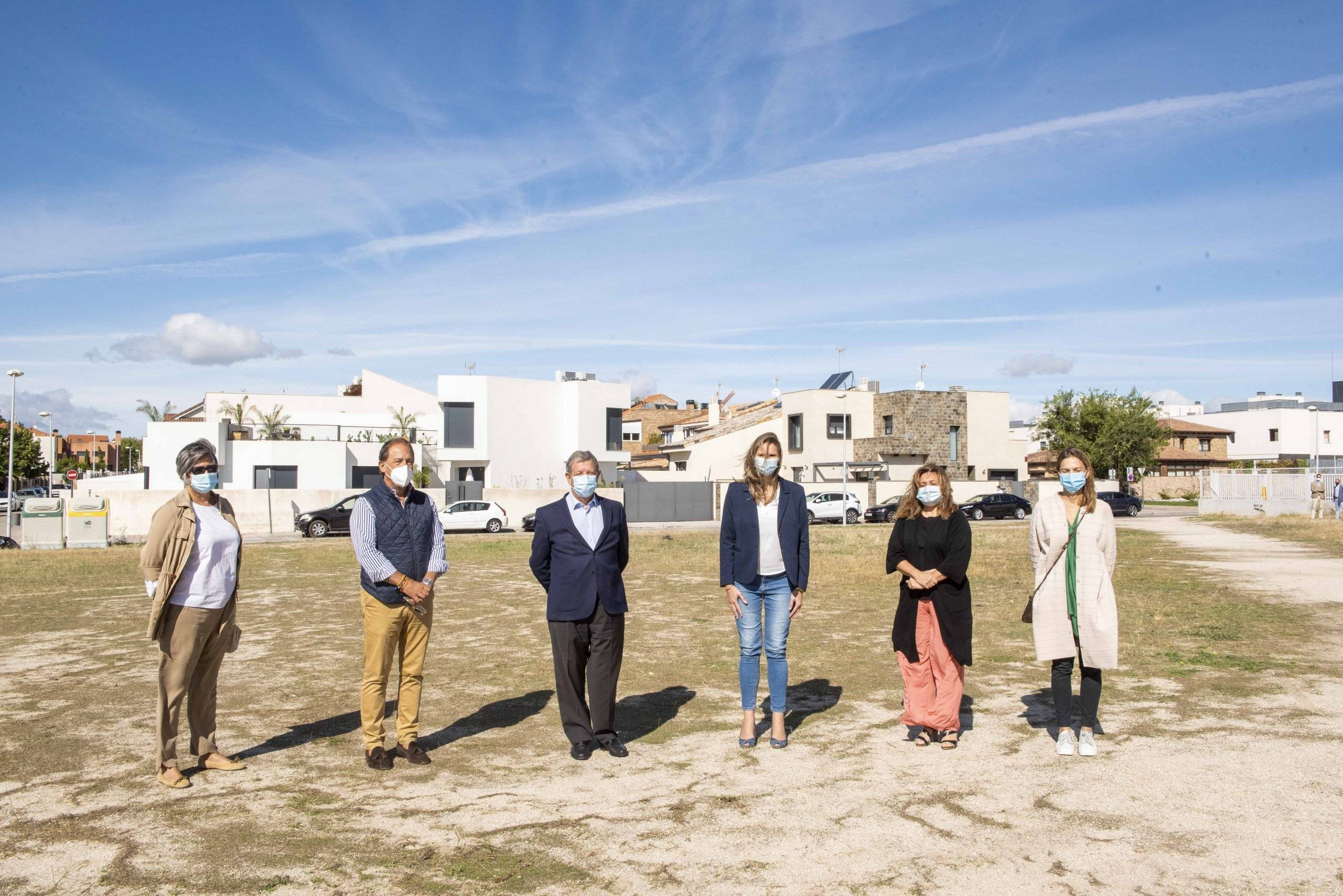 Alcalde y concejales de Villanueva de la Cañada, junto a la consejera de Medio Ambiente de la CM.