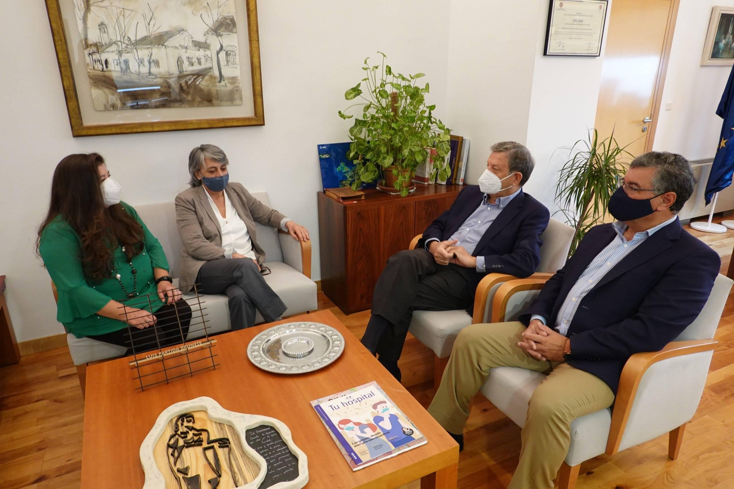 El alcalde, Luis Partida, la presidenta de ARDO, Lourdes Gazulla, la secretaria de ARDO, Patricia Perino, y el concejal de Desarrollo Local, Juan Miguel Gómez.