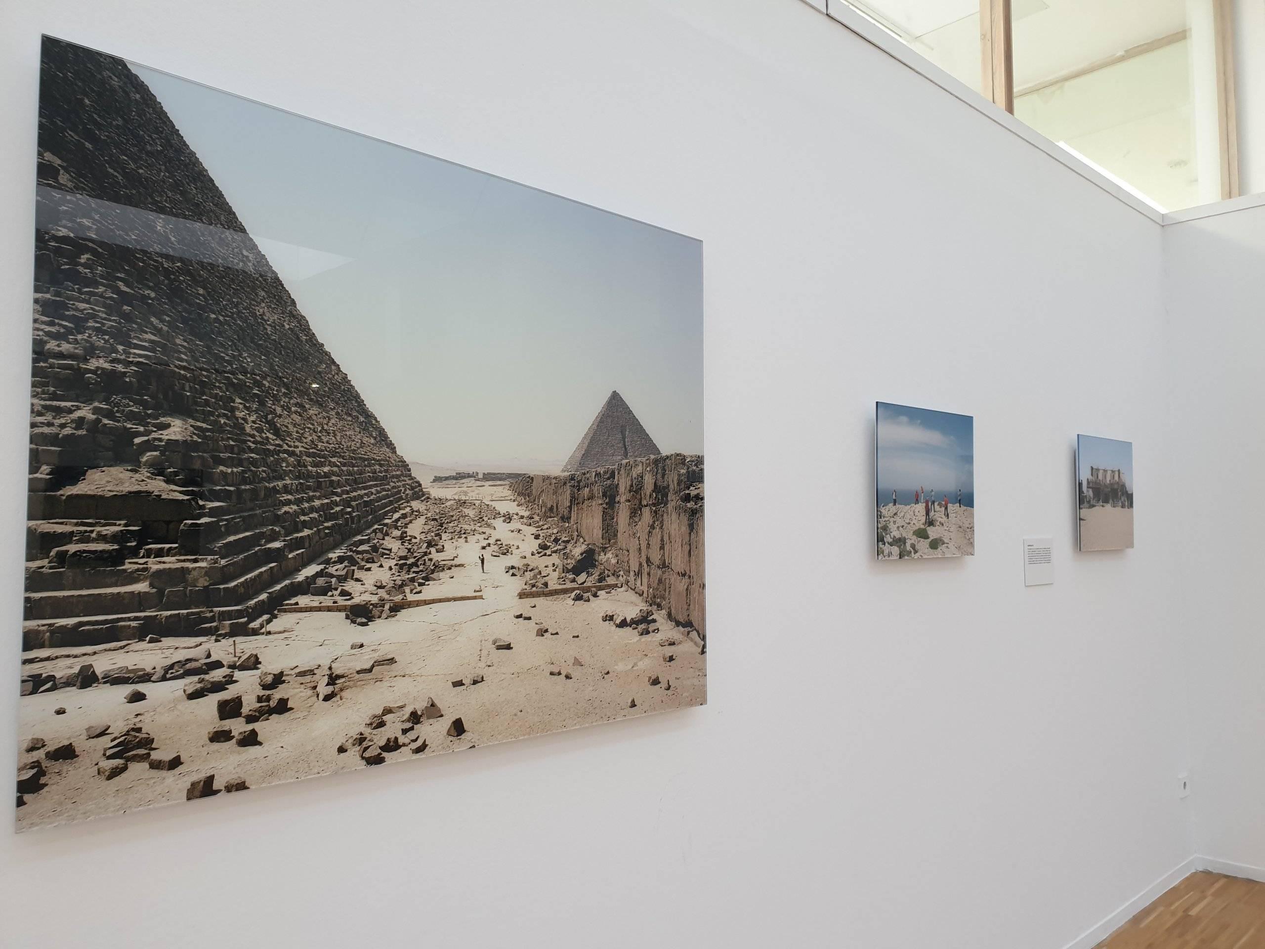 """Cuadros de la exposición """"Like"""" de Eduardo Nave."""