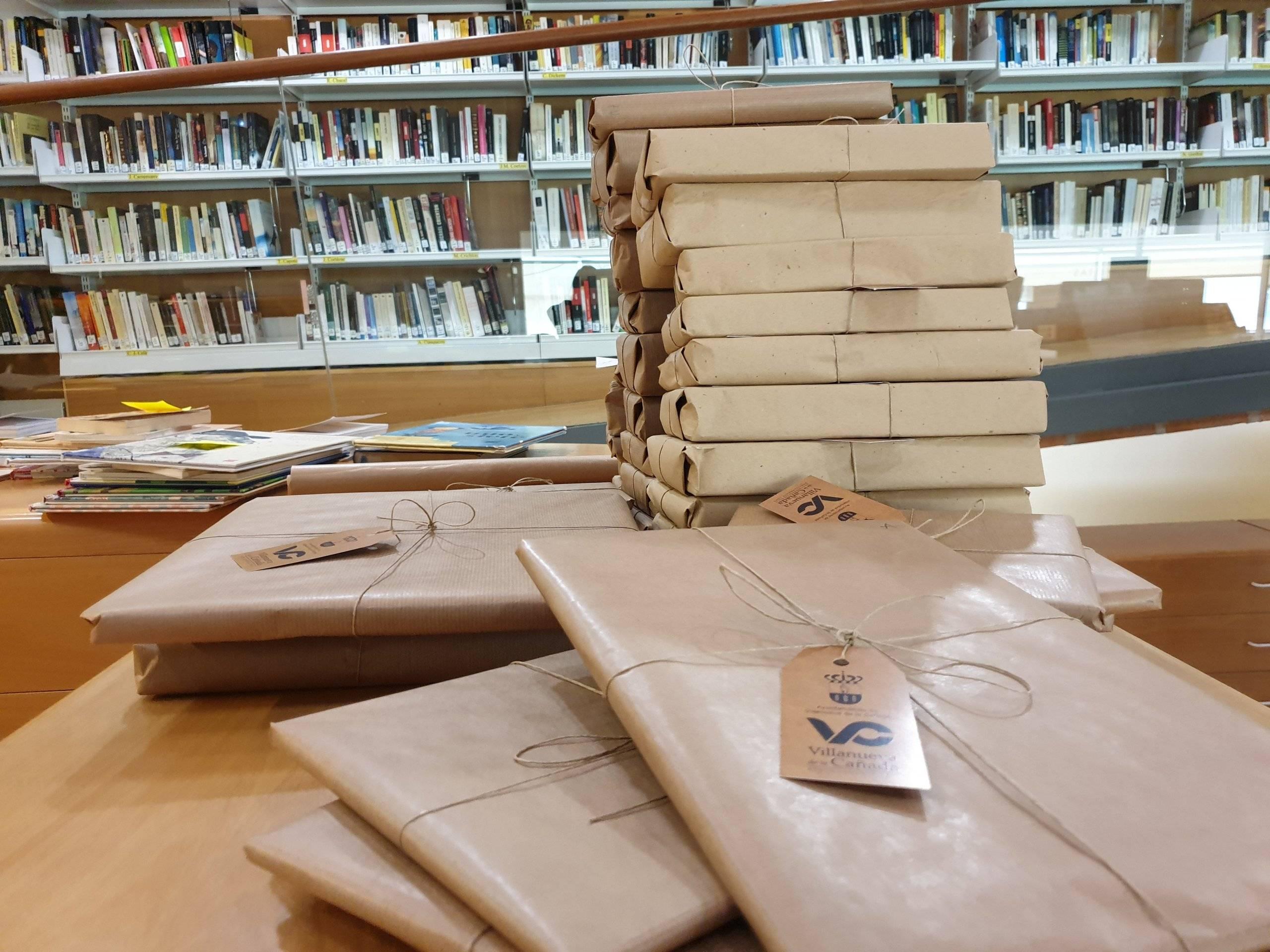 Libros sorpresa para celebrar el Día de la Biblioteca.