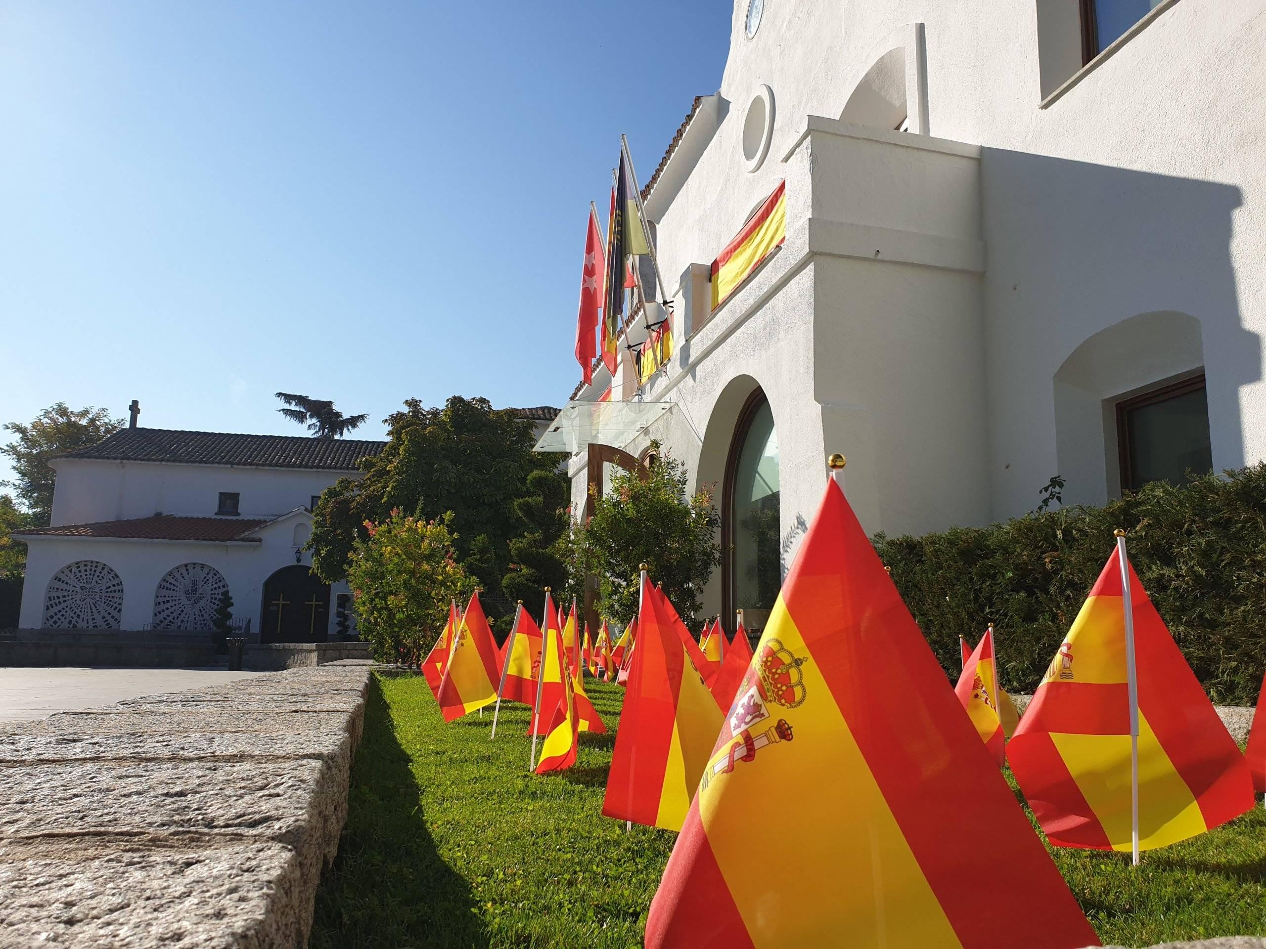 Banderas en la plaza de España.