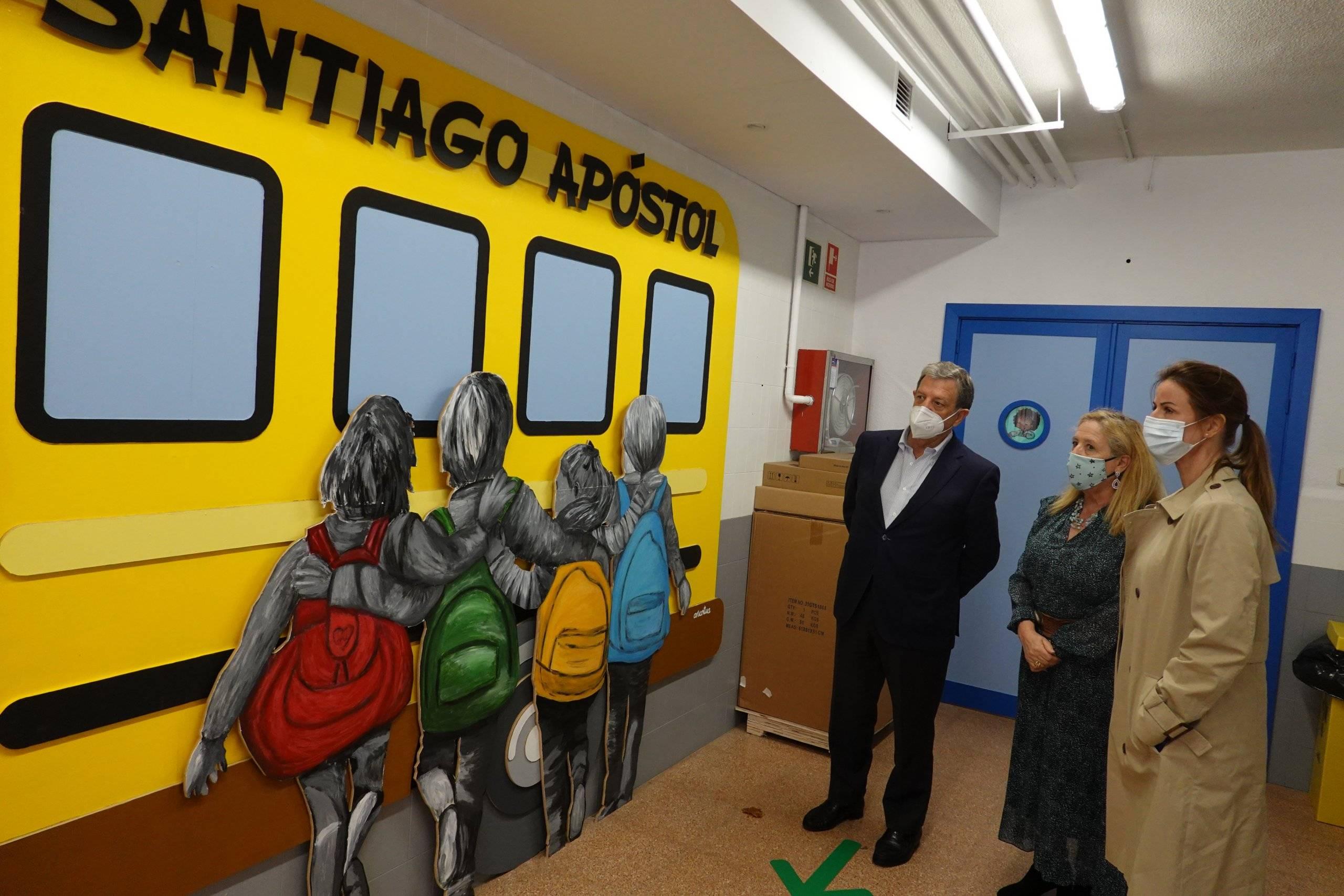 Visita al mural del colegio Santiago Apóstol.