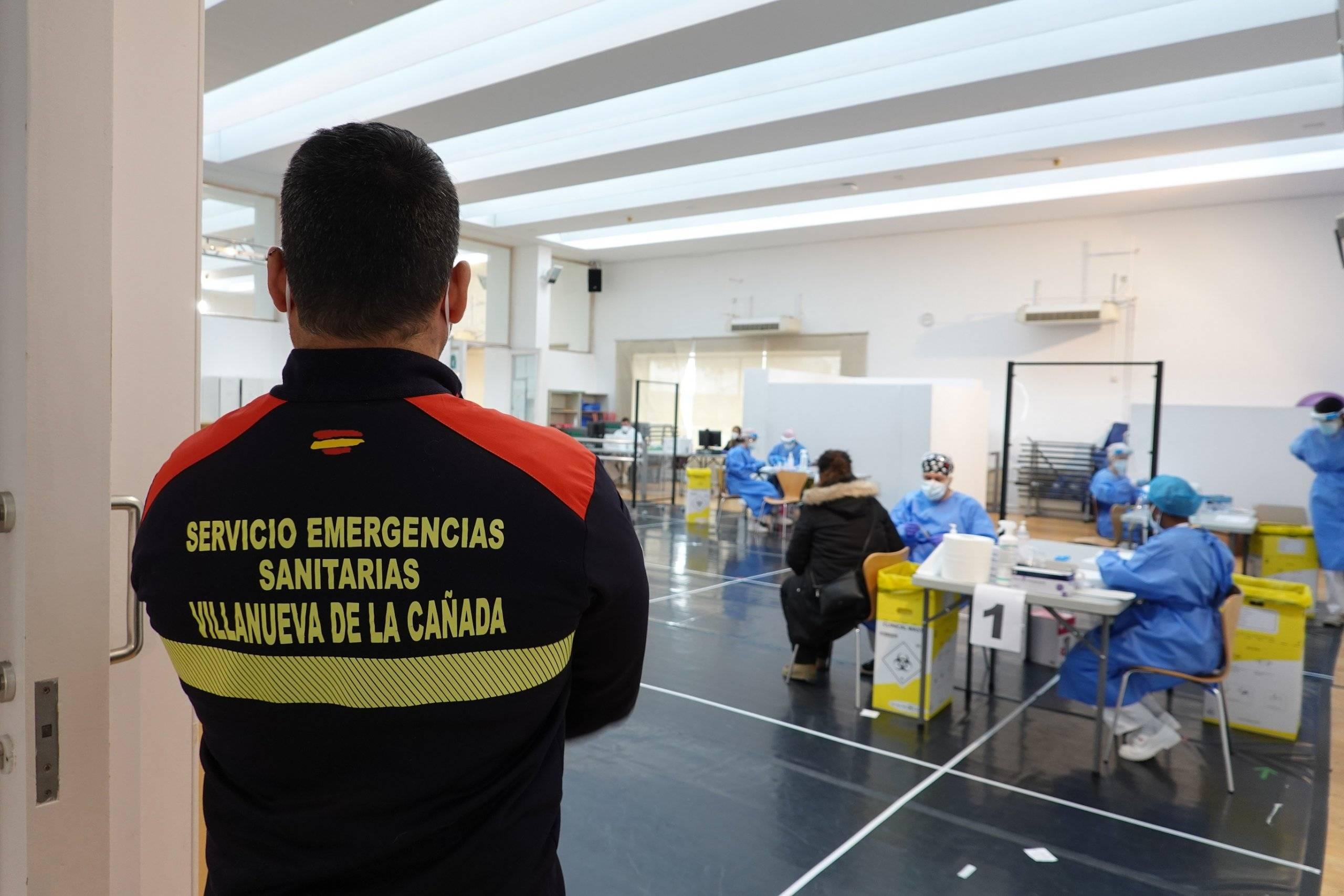 Miembros del Servicio de Emergencias Sanitarias también han estado presentes durante las pruebas.