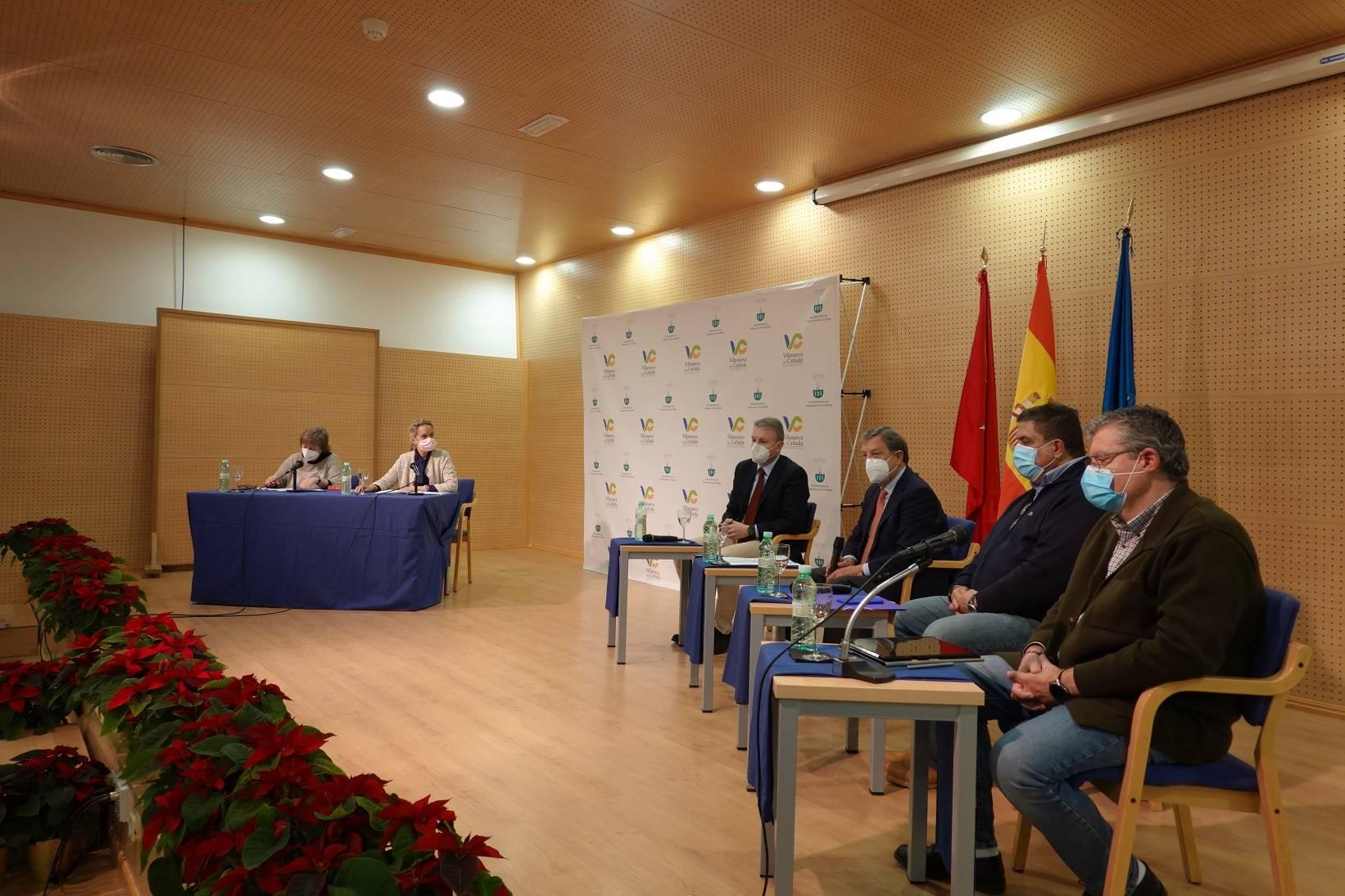 Imagen de la reunión en el C.C. El Molino.