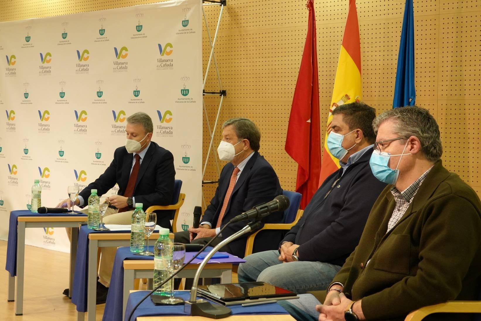 El alcalde, Luis Partida, acompañado por sus homólogos de Brunete, Quijorna y Villanueva del Pardillo.