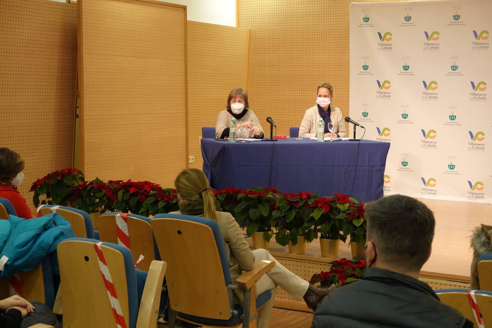 La concejala de S. Sociales y presidenta de la Mancomunidad, Patricia Fernández, y directora de la Mancomunidad, Marisa Huetos.