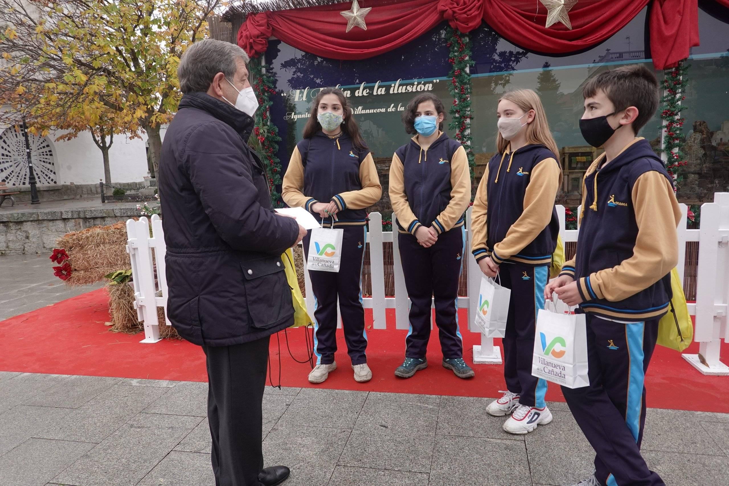 El alcalde, junto a representantes de la Junta de Delegados del colegio Arcadia.