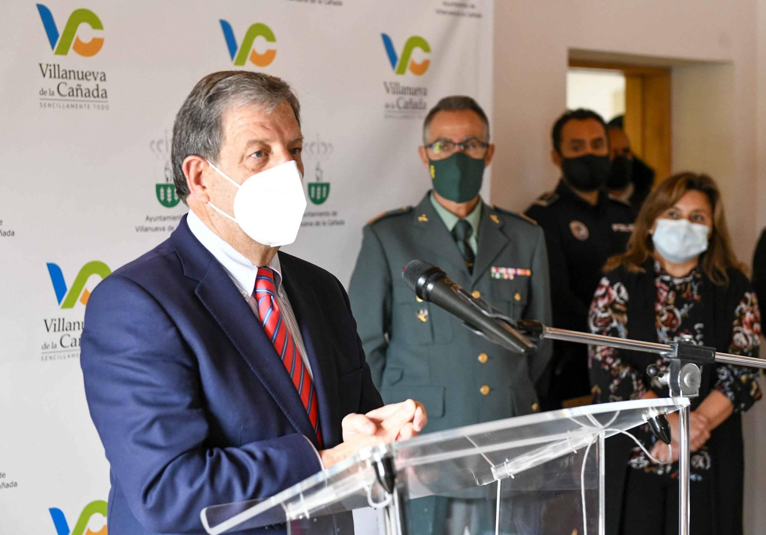 El alcalde, Luis Partida, clausurando el acto.