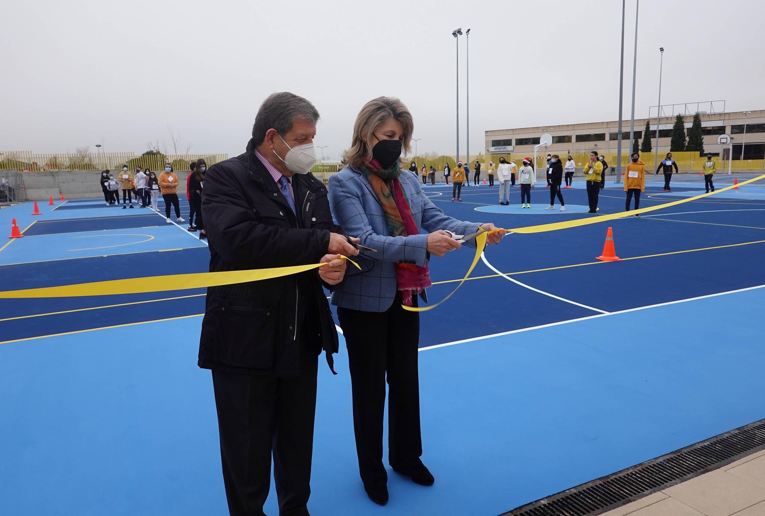 El alcalde, Luis Partida, y la presidenta de la Fundación Horizontes Abiertos-Padre Garralda, María Matos.