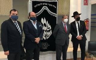 El alcalde y el concejal de Cultura junto a representantes de la comunidad judía.