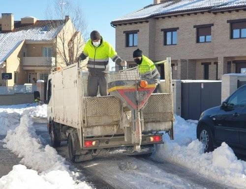 El Ayuntamiento esparce 50.000 kilos de sal en el municipio