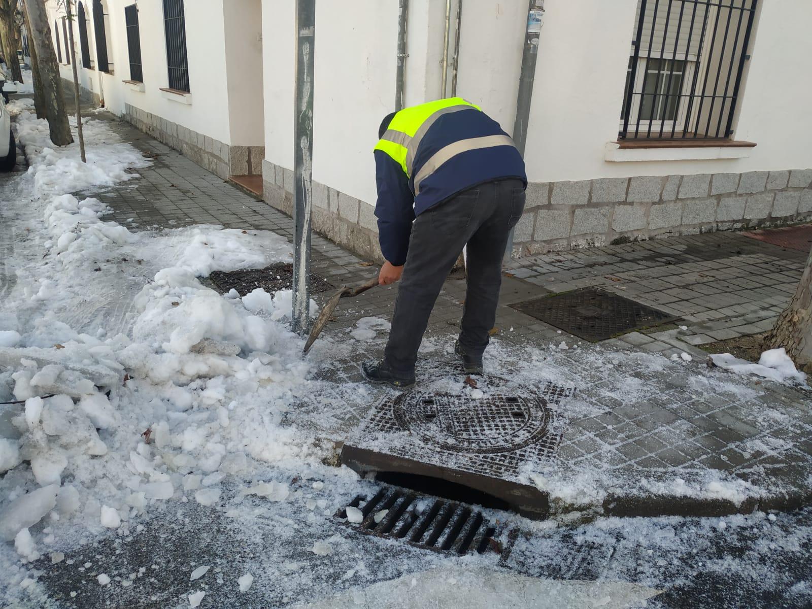Imagen de uno de los trabajos de limpieza de imbornales.