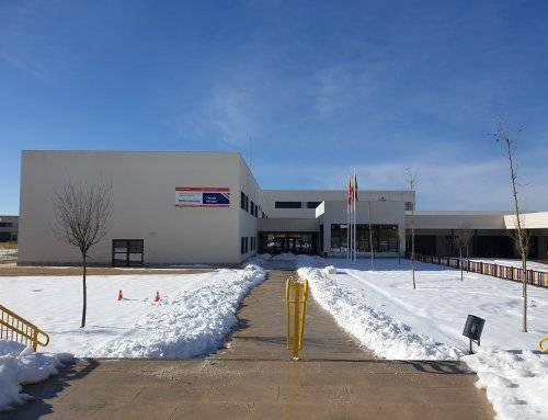 Retirada de nieve en los accesos a los centros educativos