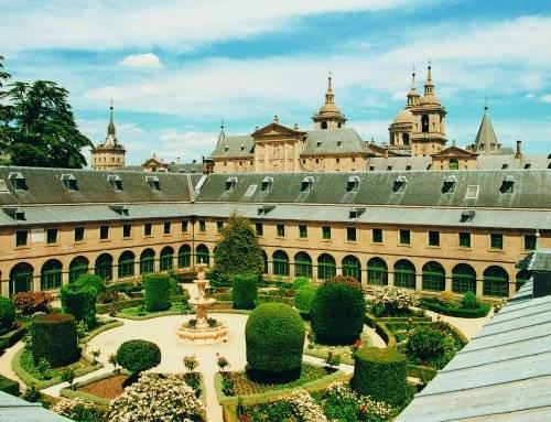 Acuerdo con el Real Centro Universitario Escorial- María Cristina