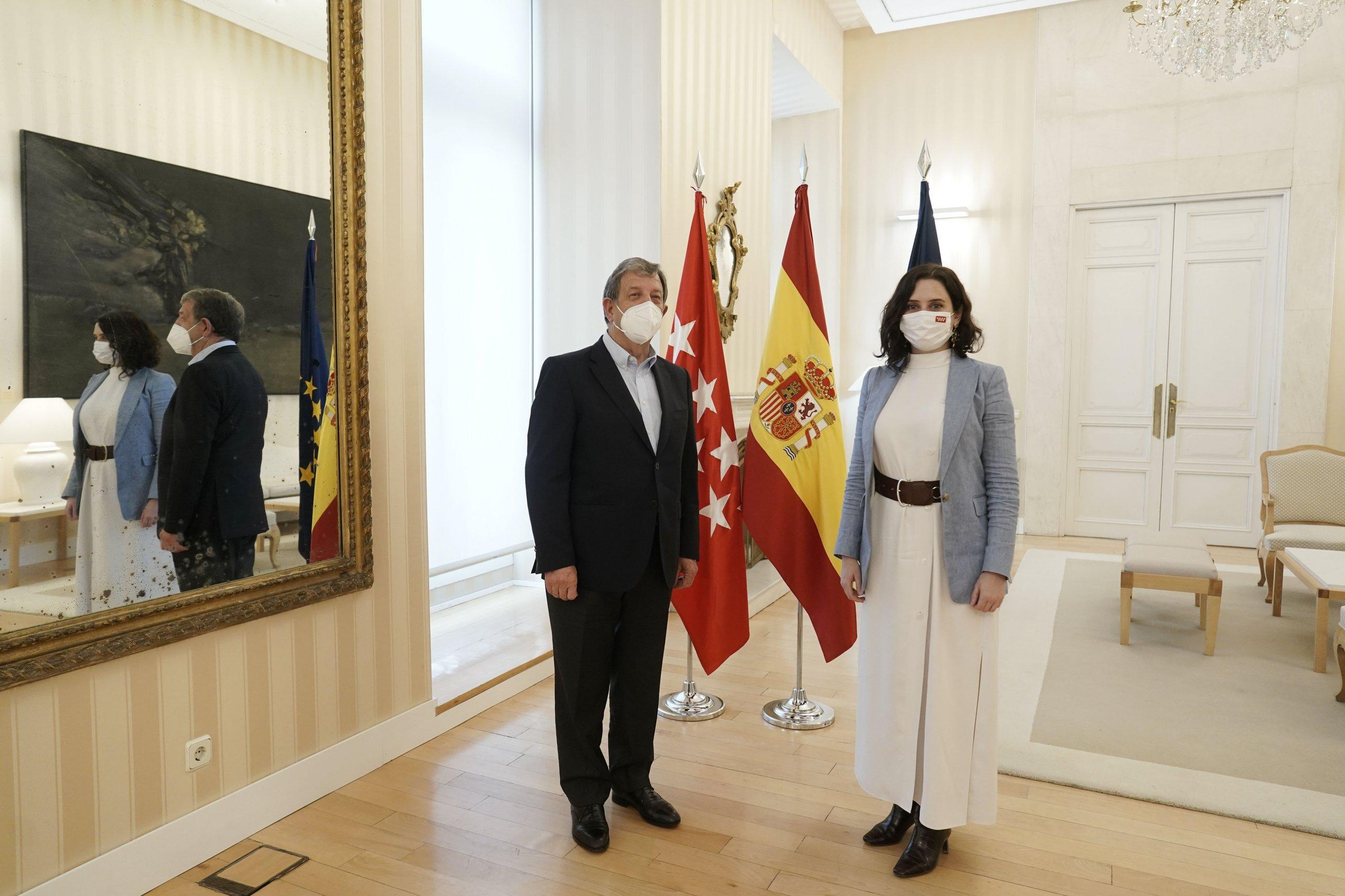 El alcalde, Luis Partida, junto a la presidenta de la CM, Isabel Díaz Ayuso.