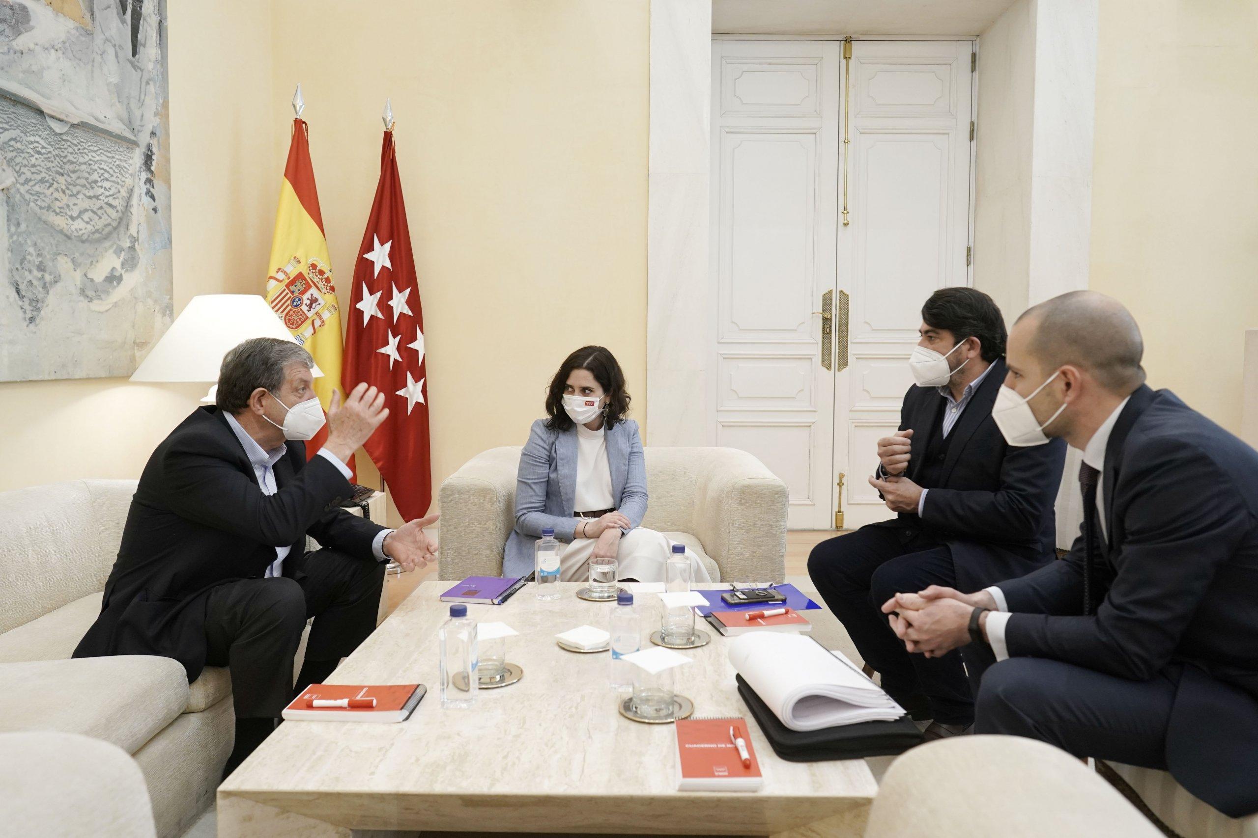 Reunión del regidor villanovense con la presidenta de la CM, el consejero de Vivienda y Administración Local y el alcalde de Majadahonda.
